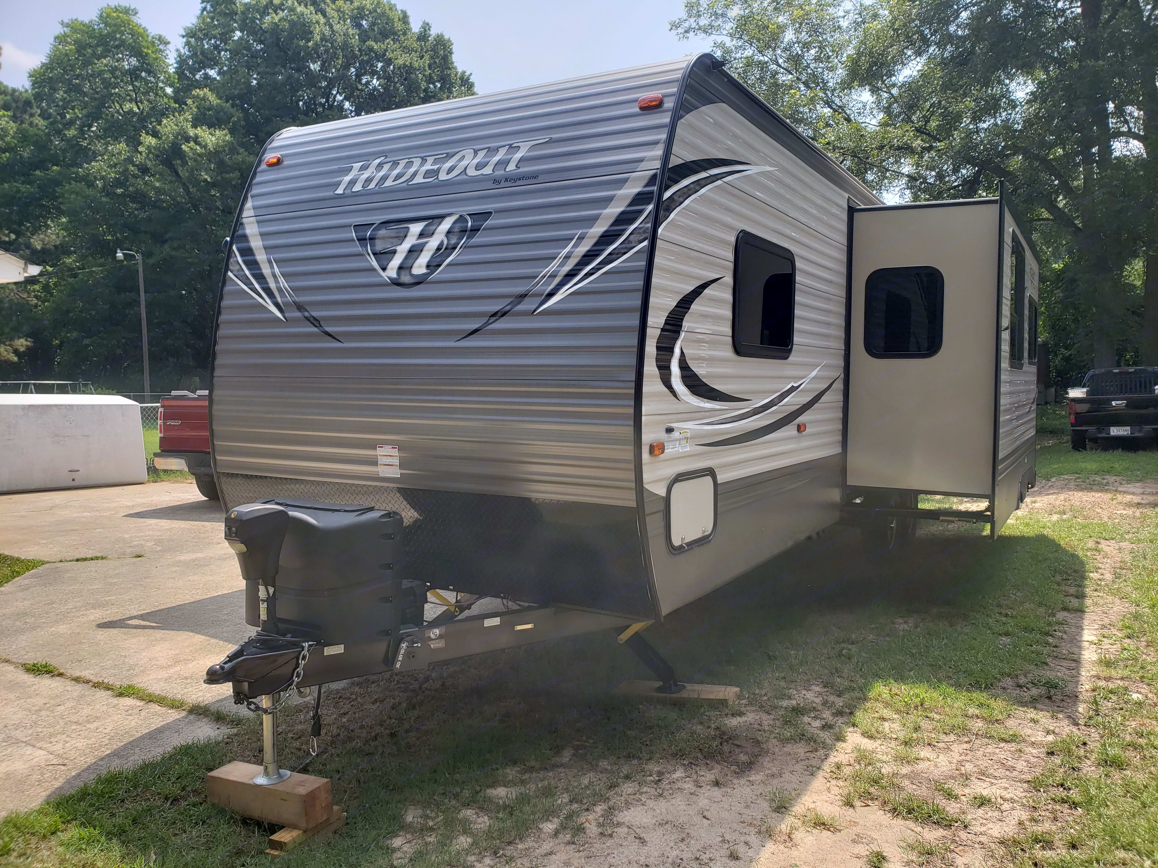 Exterior: Front, Hitch, and large slide-out extended. Keystone Hideout 2017