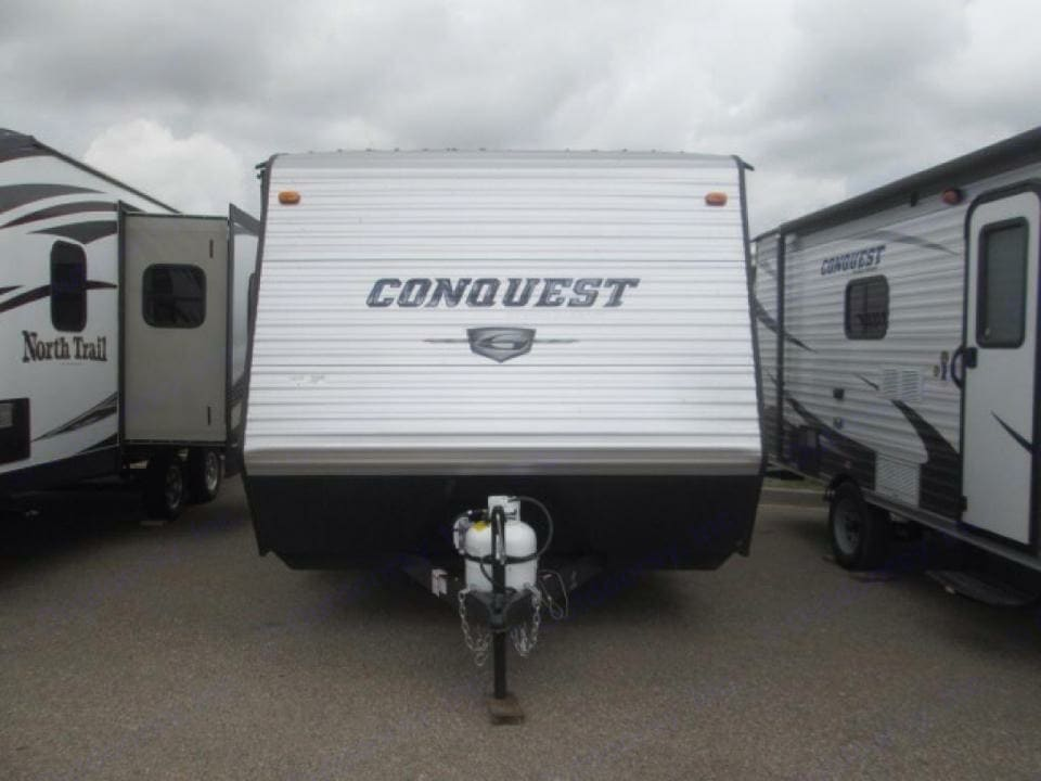 Go anywhere with all the conveniences of home with the Conquest! . Gulf Stream Conquest 2016