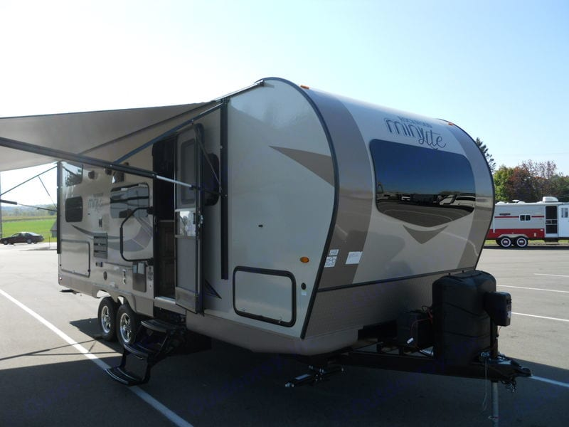 18' electric awning. Forest River Rockwood Ultra Lite 2019