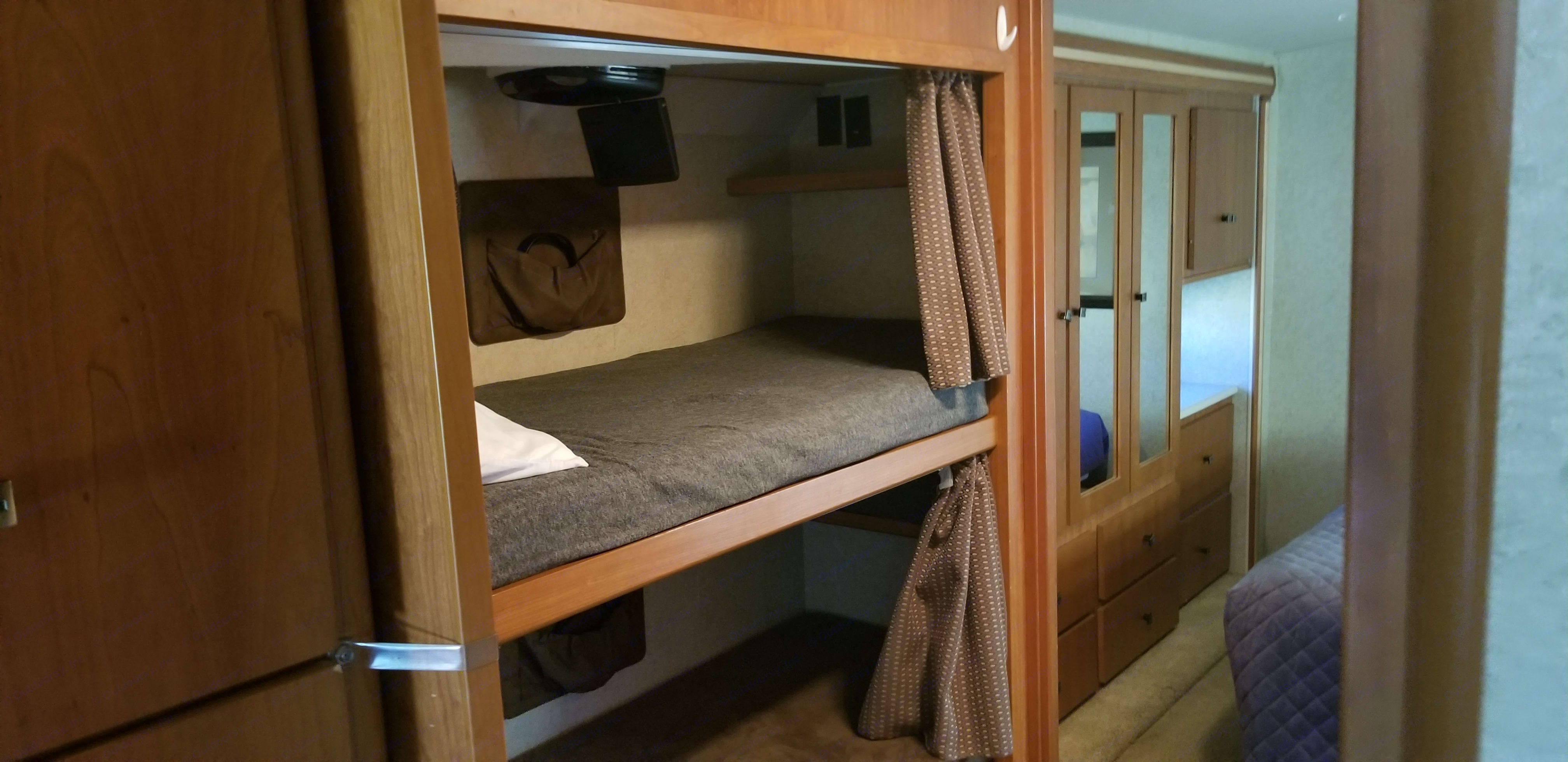 Bunk beds with DVD player. Has optional ladder for younger kids. Mattresses have protective covers.. Winnebago Sightseer 2008