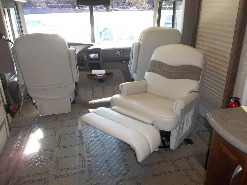 Photo of front seats and reclining captain's chair. Fleetwood PaceArrow 2004