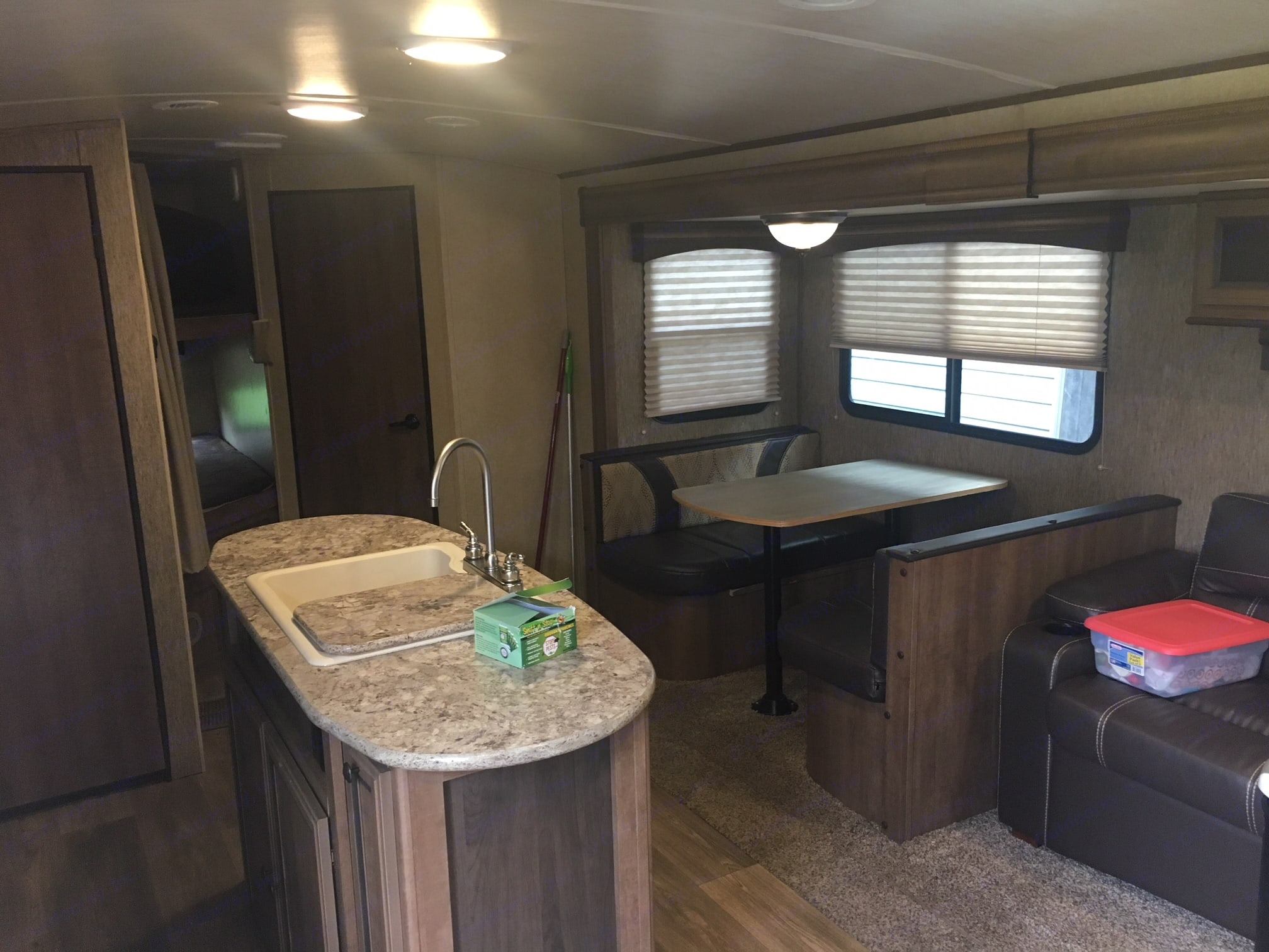 Dinette sits 4 and turns into a bed for 1. Cruiser Rv Corp Shadow Cruiser 2016