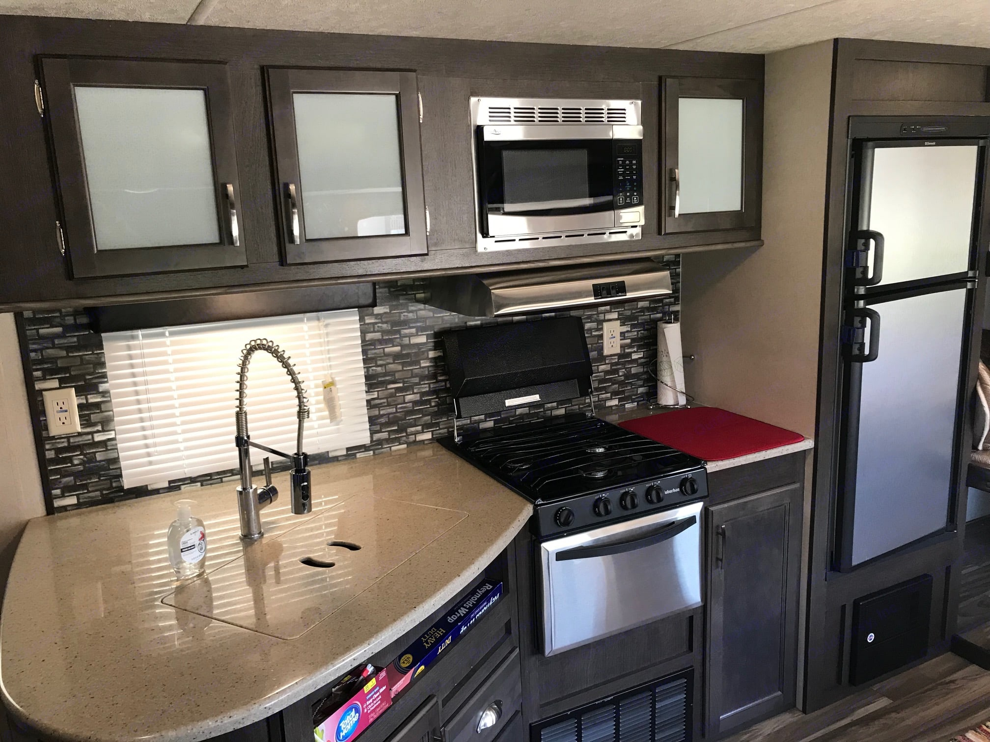 Full kitchen with large sink.. Forest River Evo 2017