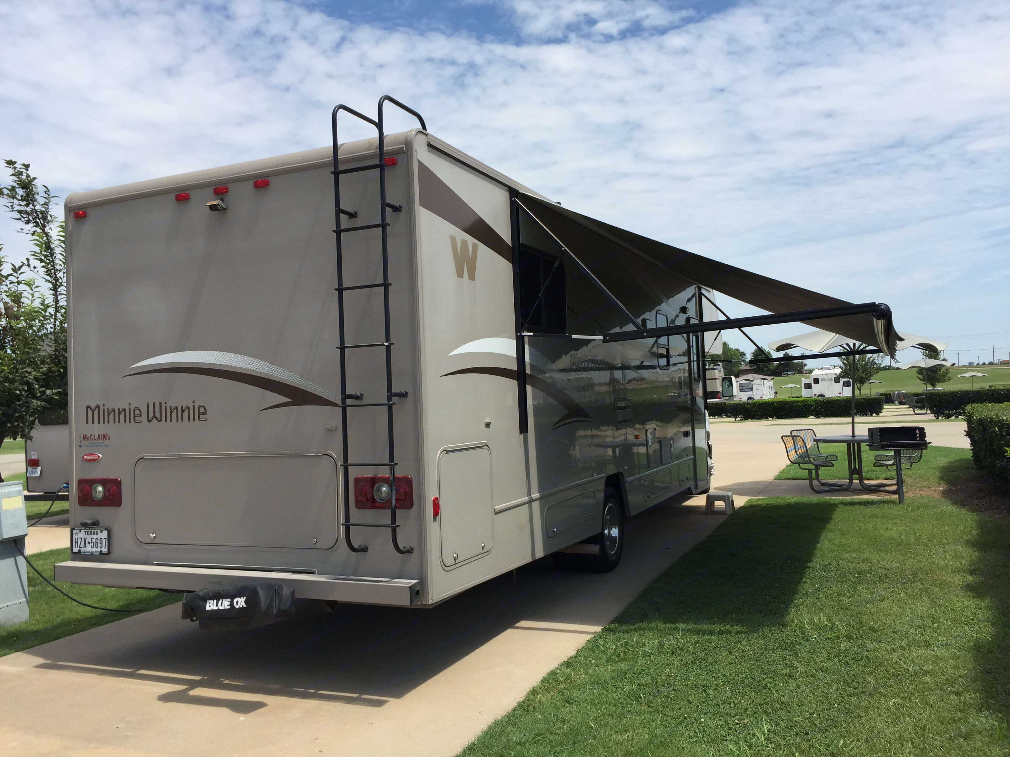 power awning, one slide out on left side.. Winnebago Minnie Winnie 2014