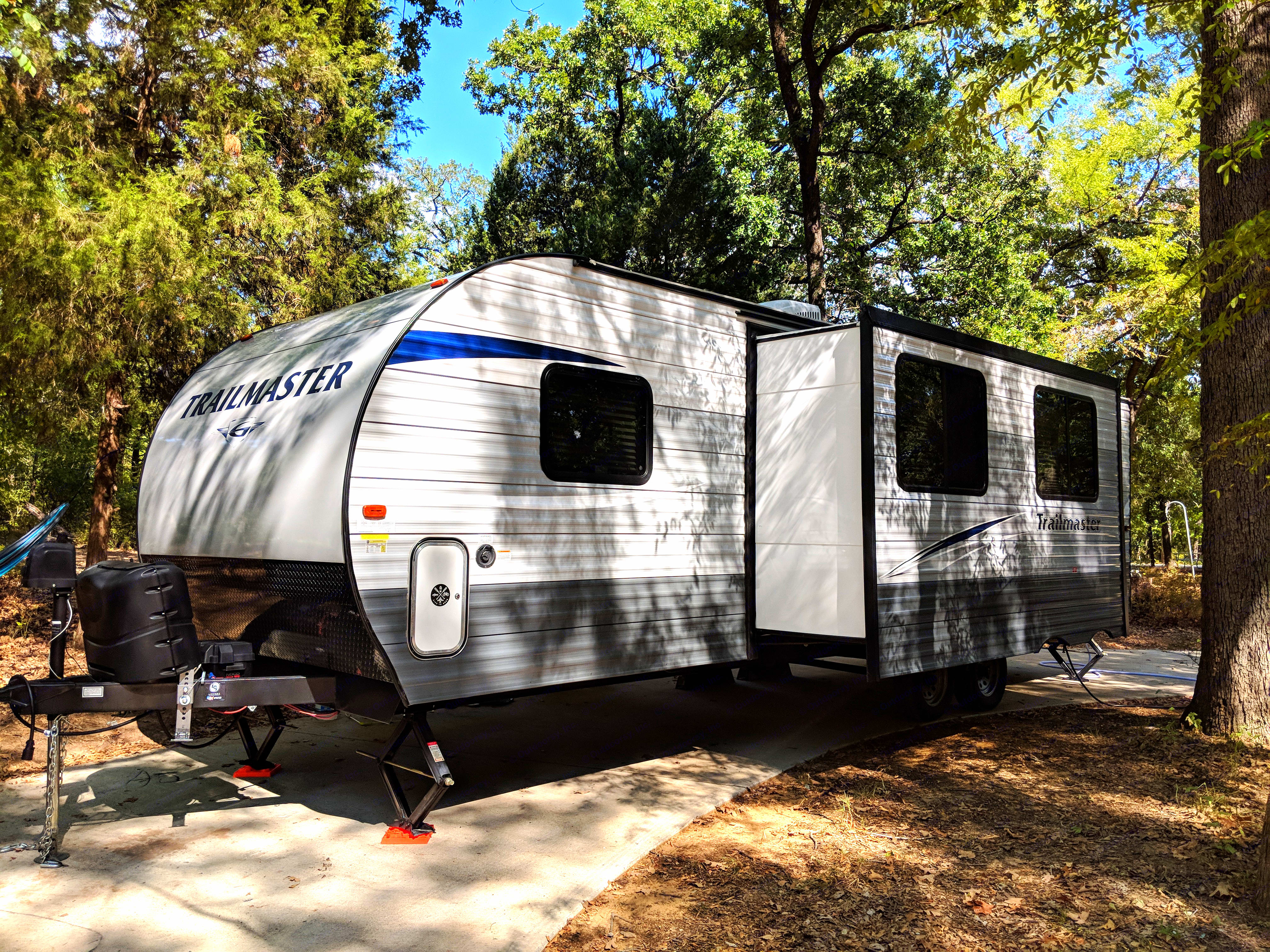 33ft Ultra light Travel trailer with a large slide out. Gulf Stream Trailmaster 2018