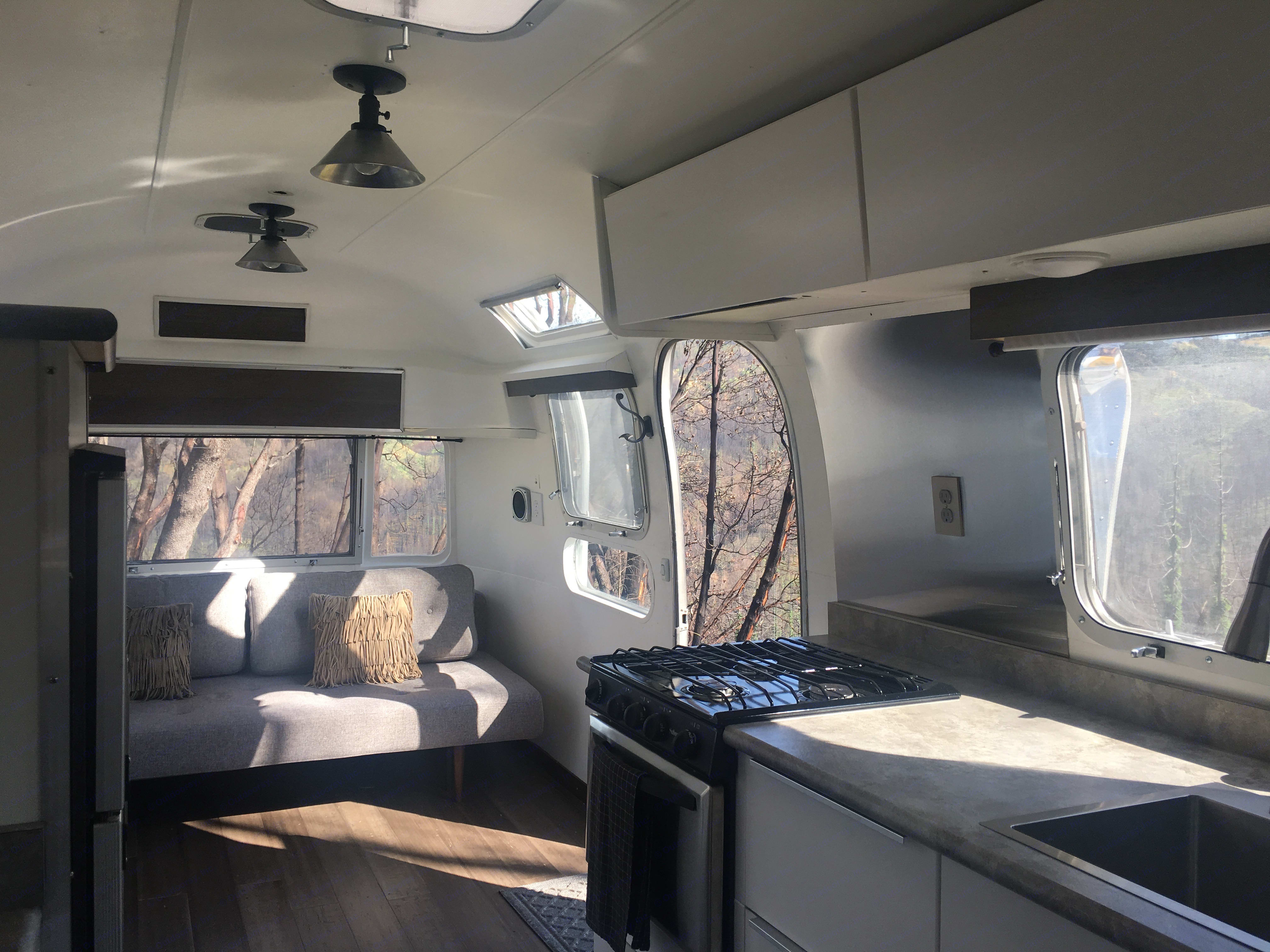 Airstream Land Yacht 1971