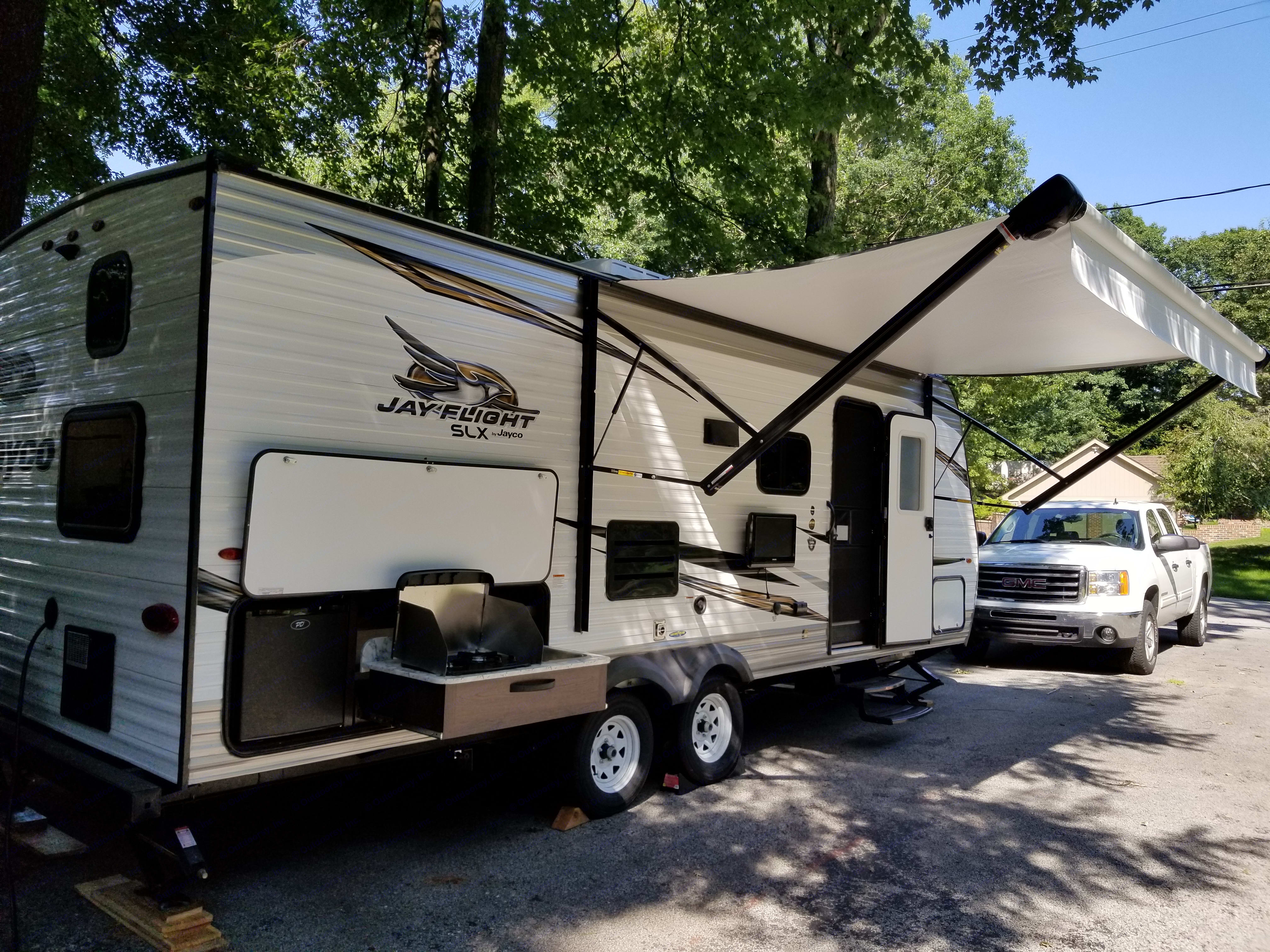 Outdoor kitchen, 13' power awning, outdoor TV mount with connection to antenna and power. . Jayco Jay Flight SLX 224BH 2019