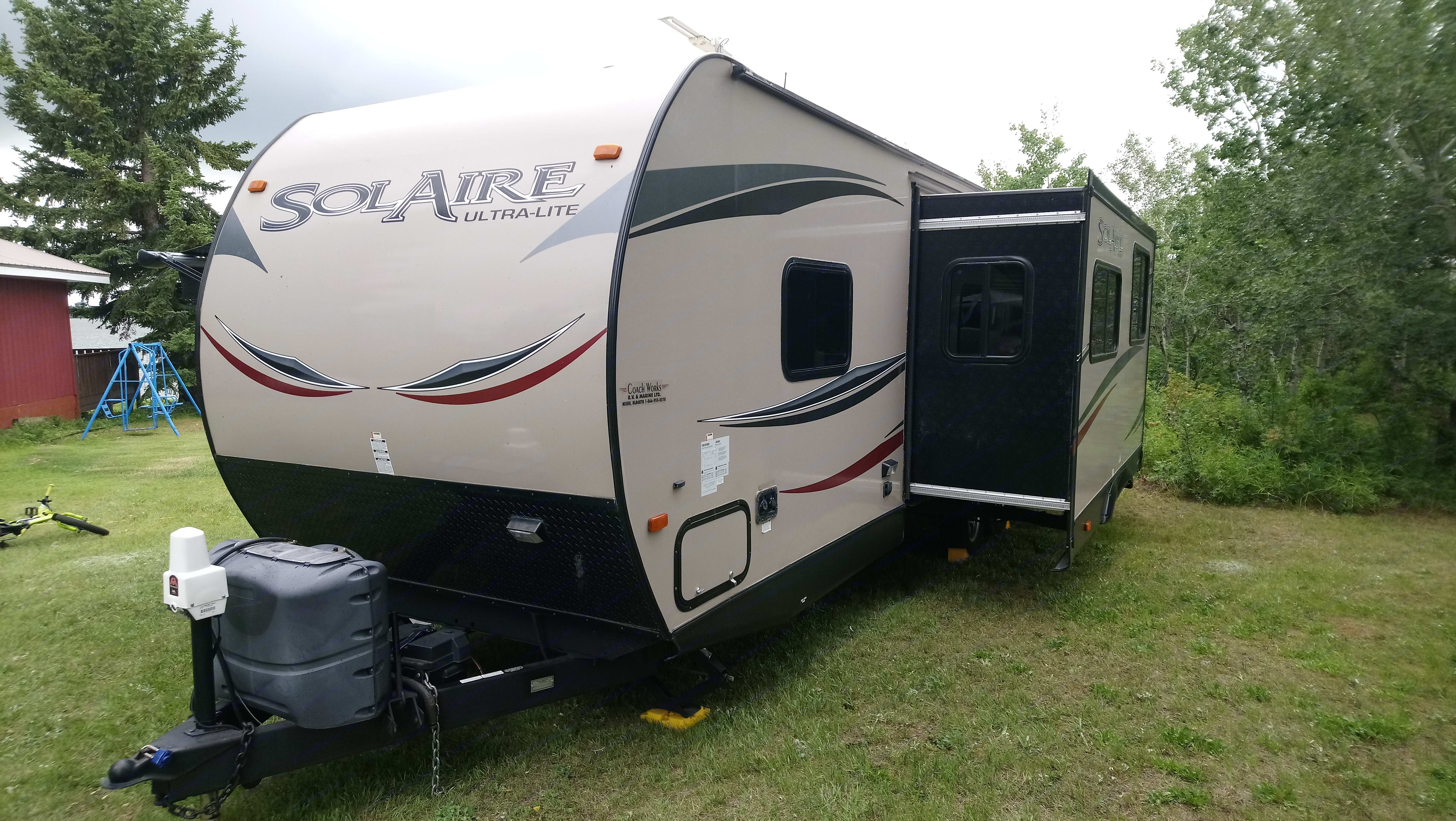 Forest River Inc Solaire 25BHSS 2014