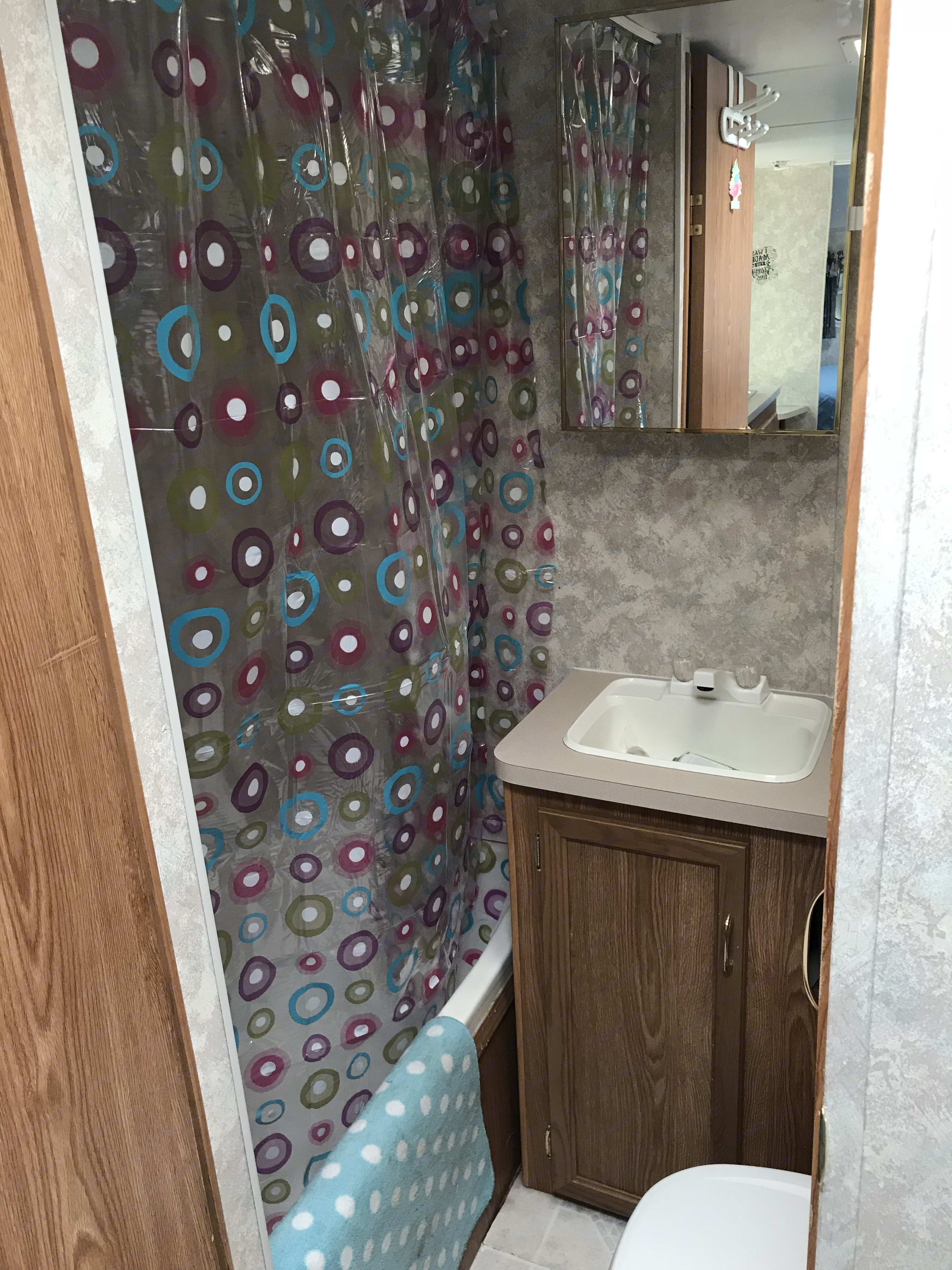 Bathroom! . Coachmen Catalina 2006