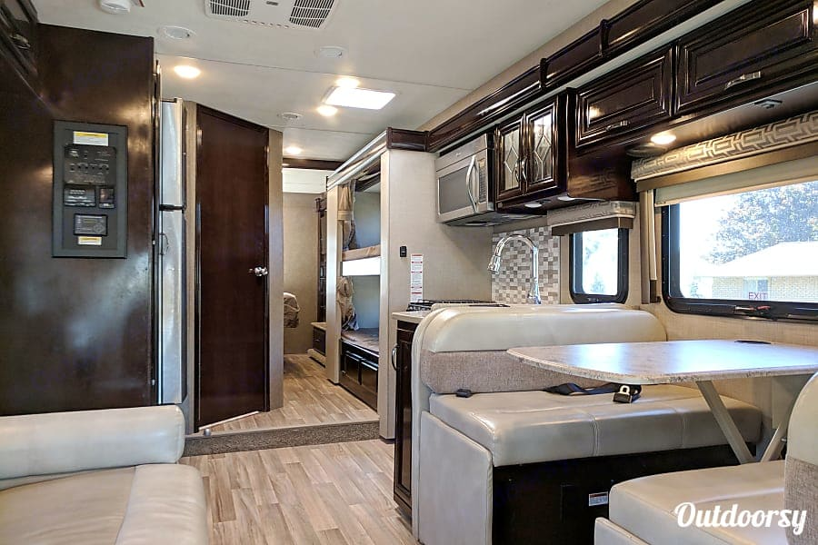 Fully stocked and ready to go with tons of storage space for clothes and food.. Thor Motor Coach Quantum LF31 2017