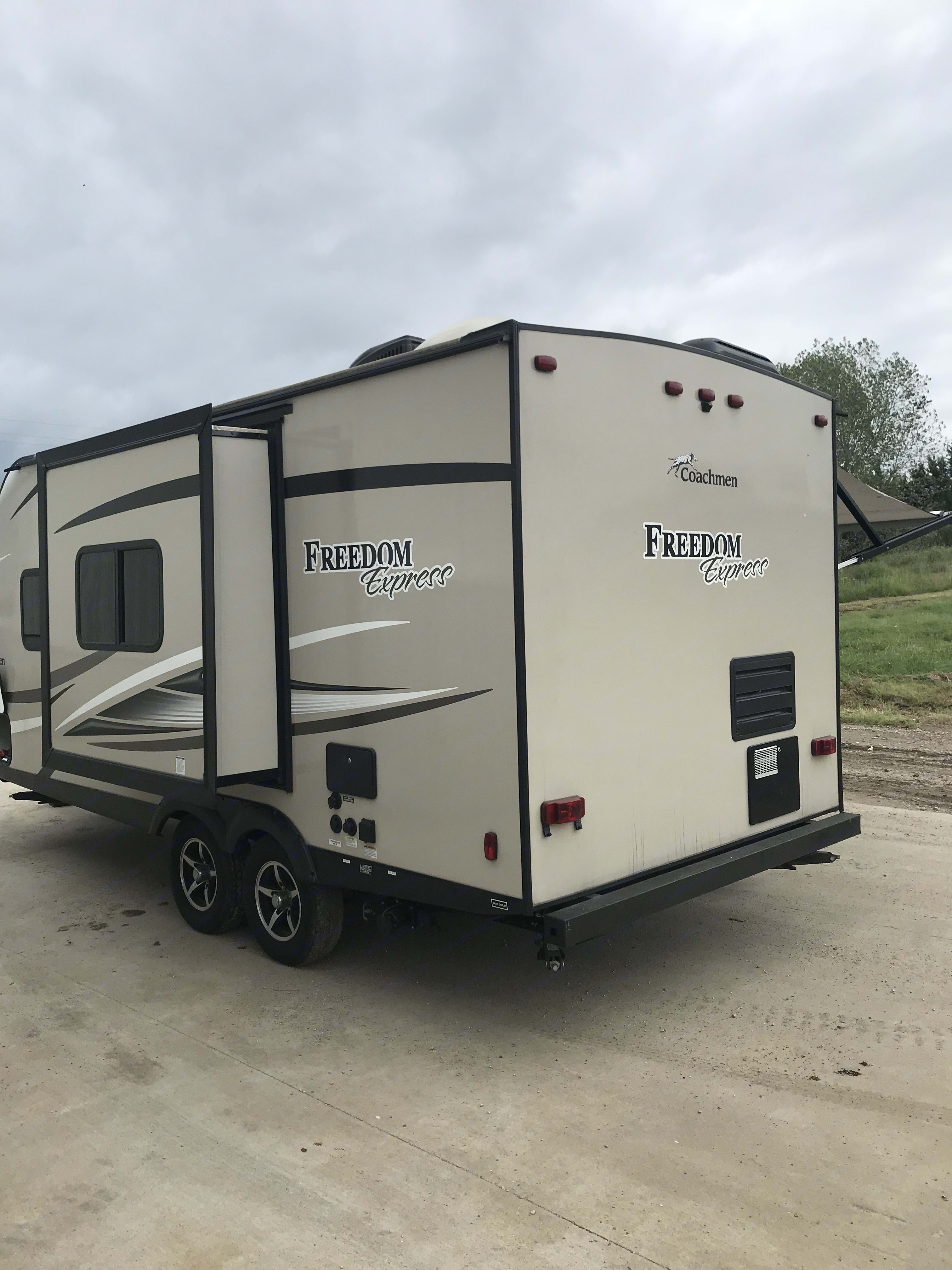 Rear view slide out out. Coachmen 192RBS FREEDOM EXPRESS 2017