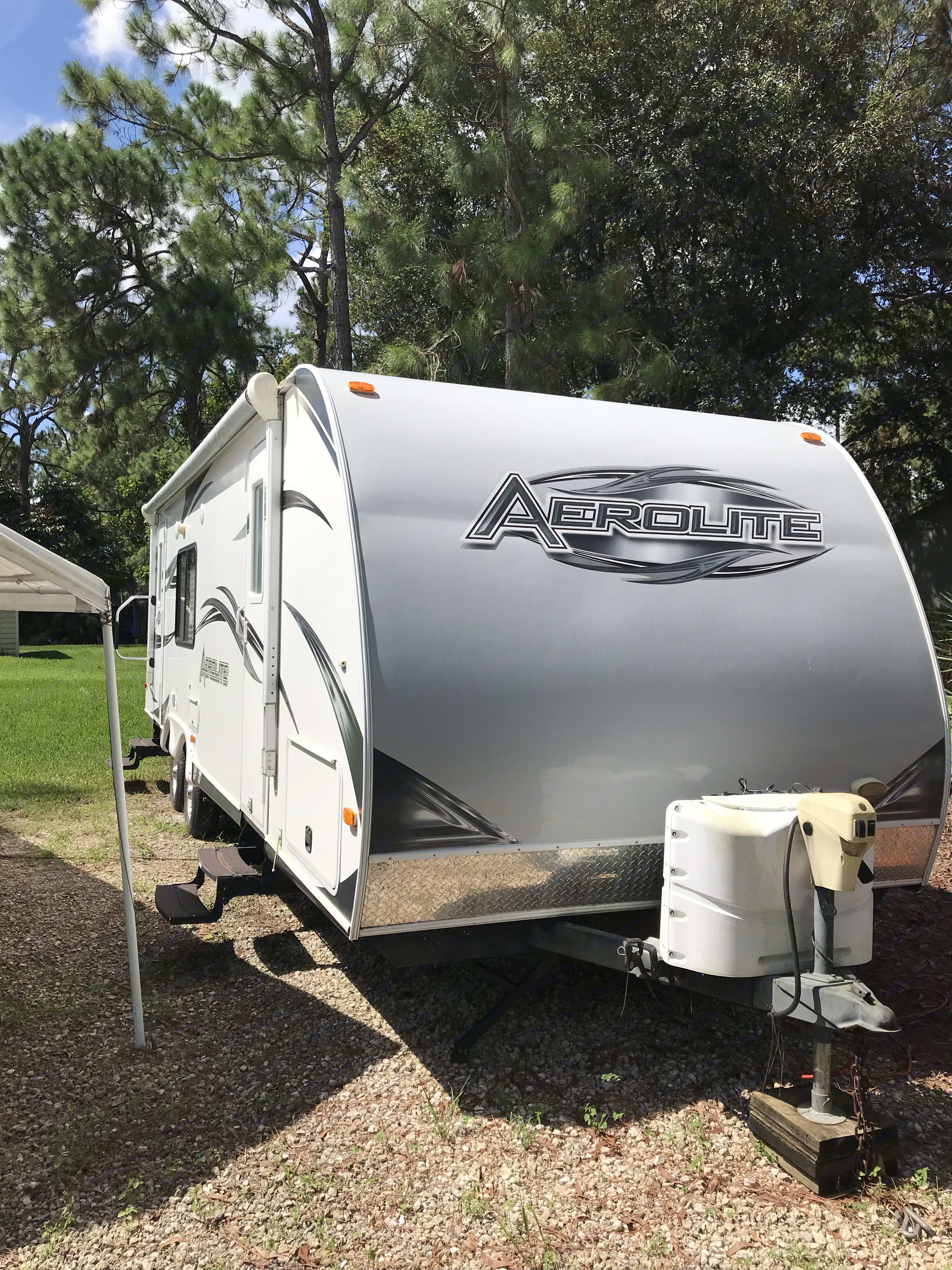 Just a picture of the front of the camper. Dutchmen Aerolite 2011
