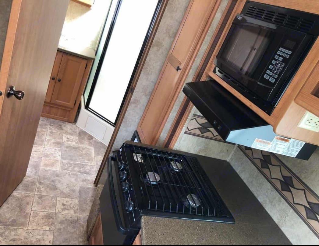 Full kitchen. Keystone Passport 2011