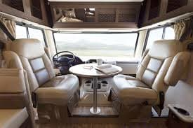 The whole family can dine together. Thor Motor Coach A.C.E 2015
