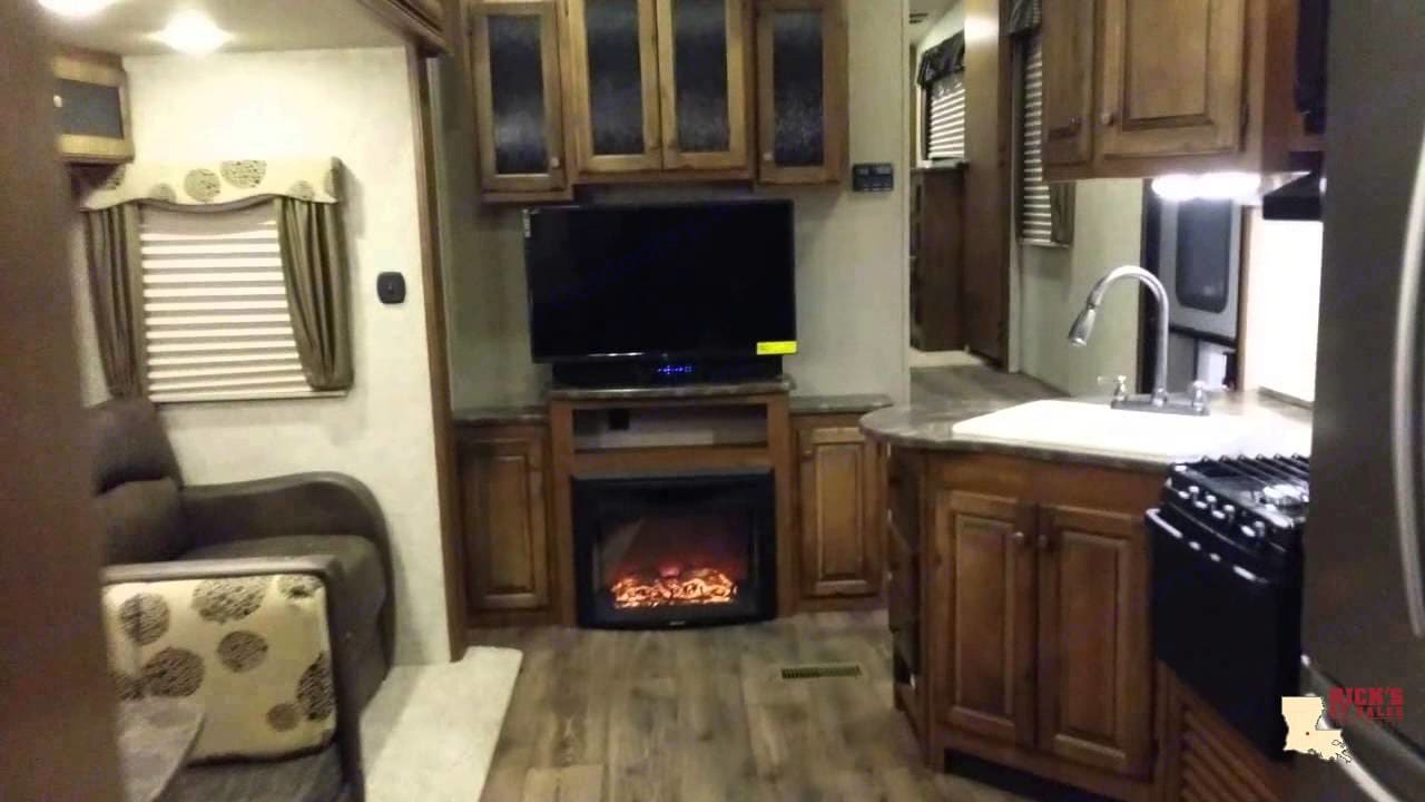 Living area with TV, fireplace and sofa. Keystone Sprinter 2018