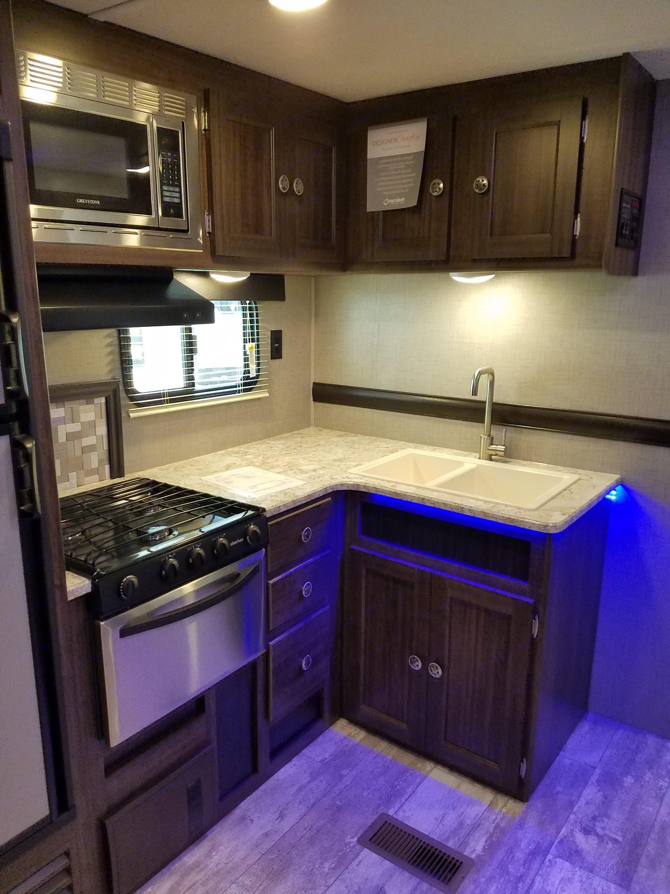 Inside Kitchen. Longhorn ZR-333DB 2019