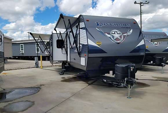 Outside view of RV. Longhorn ZR-333DB 2019