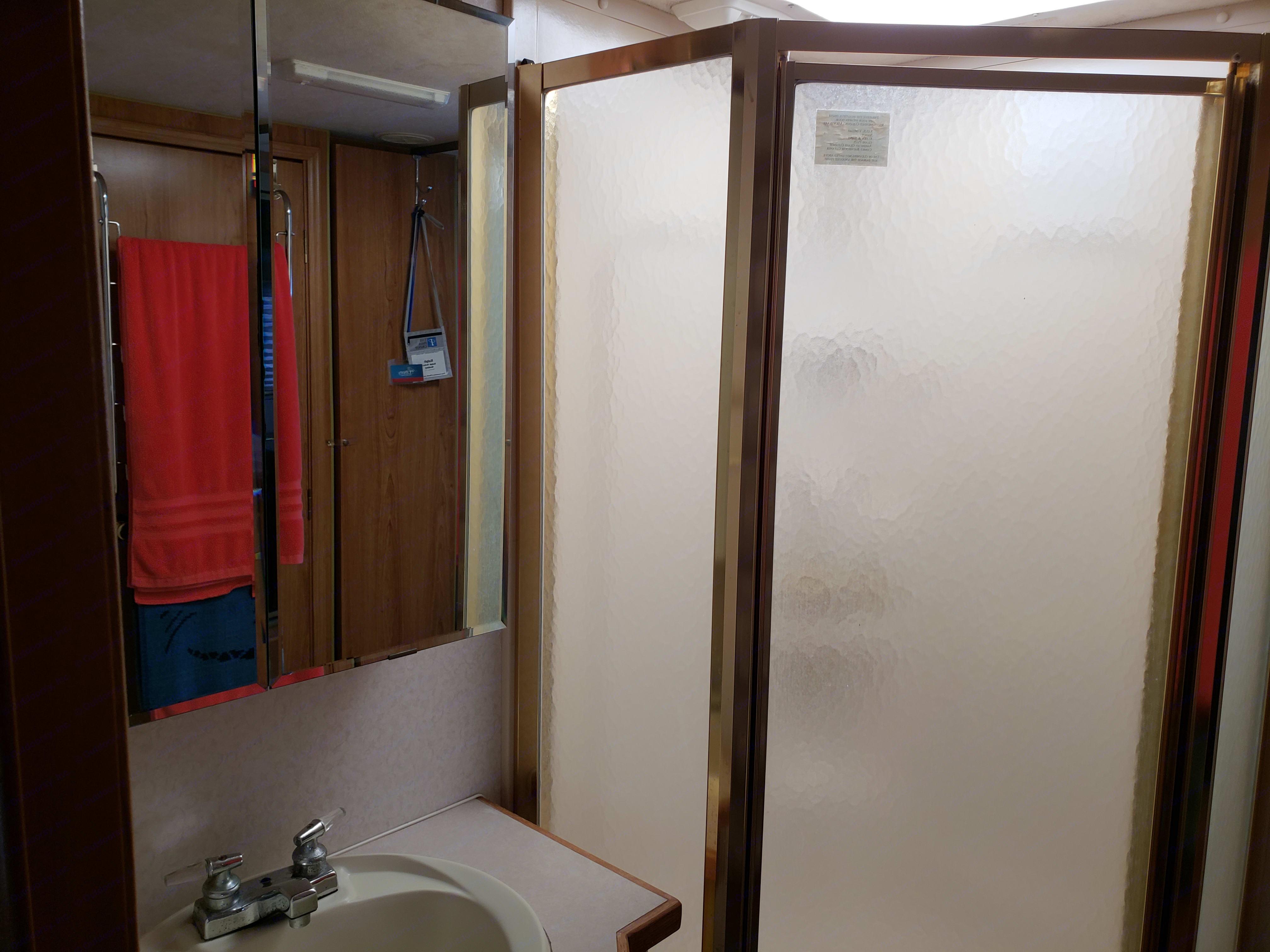 Roomy shower. Coachmen Santara 1999