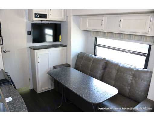 Removable table that can be take outdoors. Winnebago Micro Minnie 2019