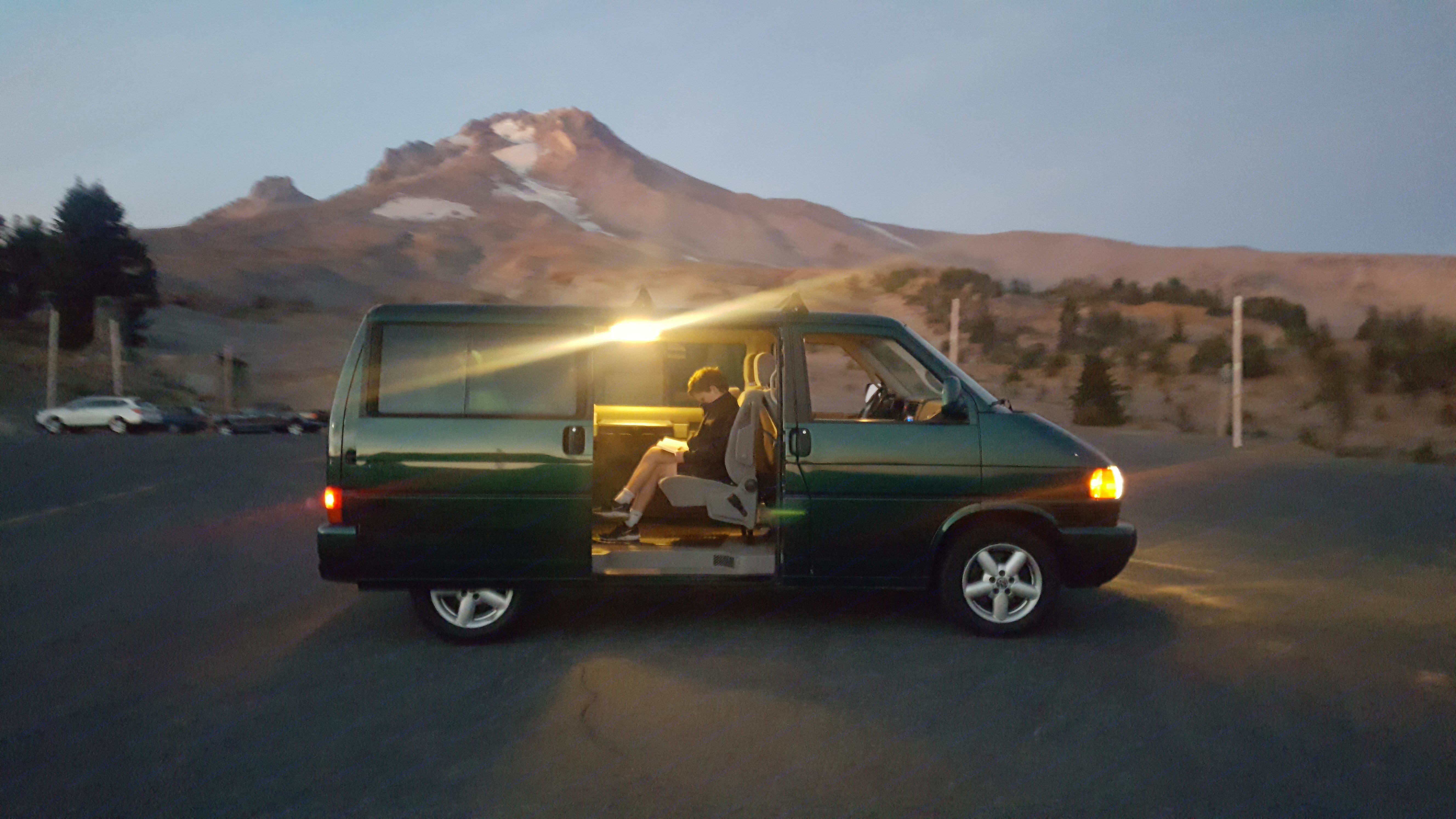You will love how fast you can get around in this van. It's always working for you and providing fun, comfort and speed all at the same time.. Volkswagen T4 Multivan 2001