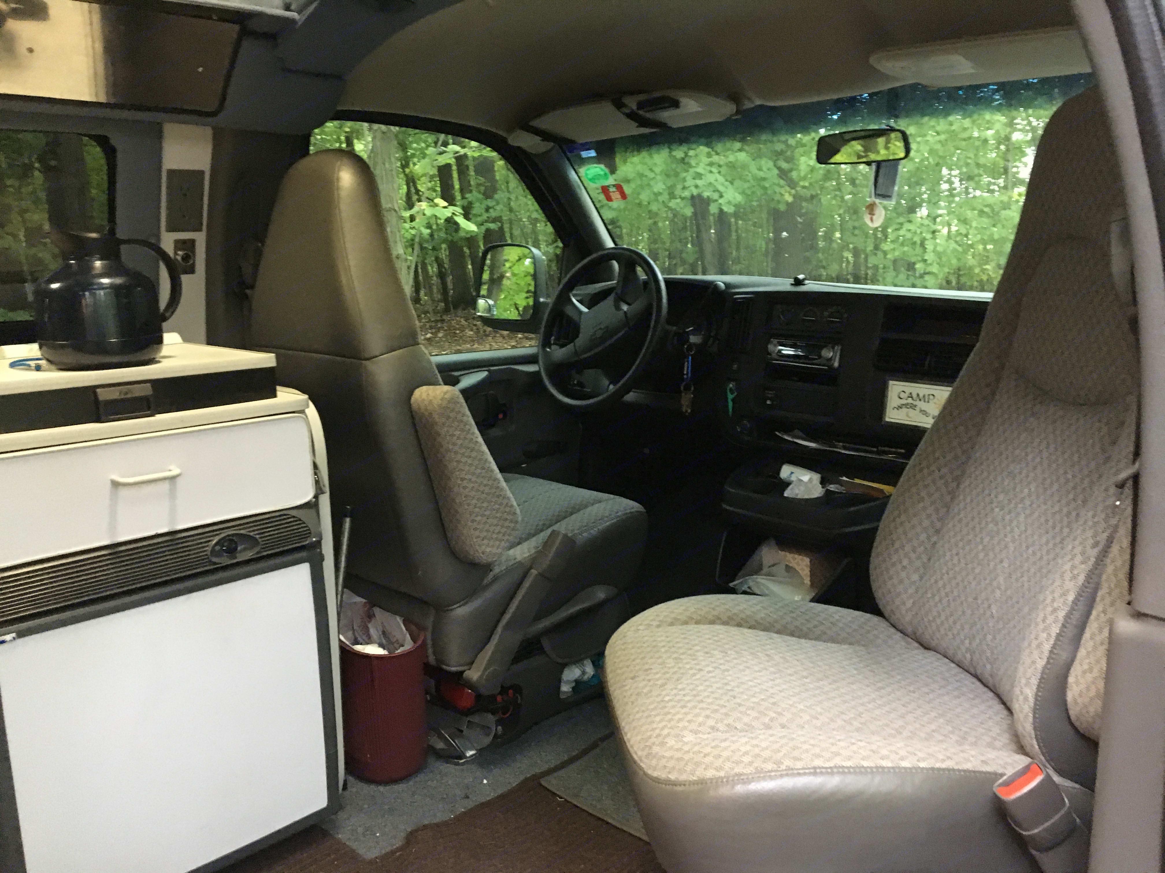 Swivel passenger seat. Sportsmobile Custom Design 2003