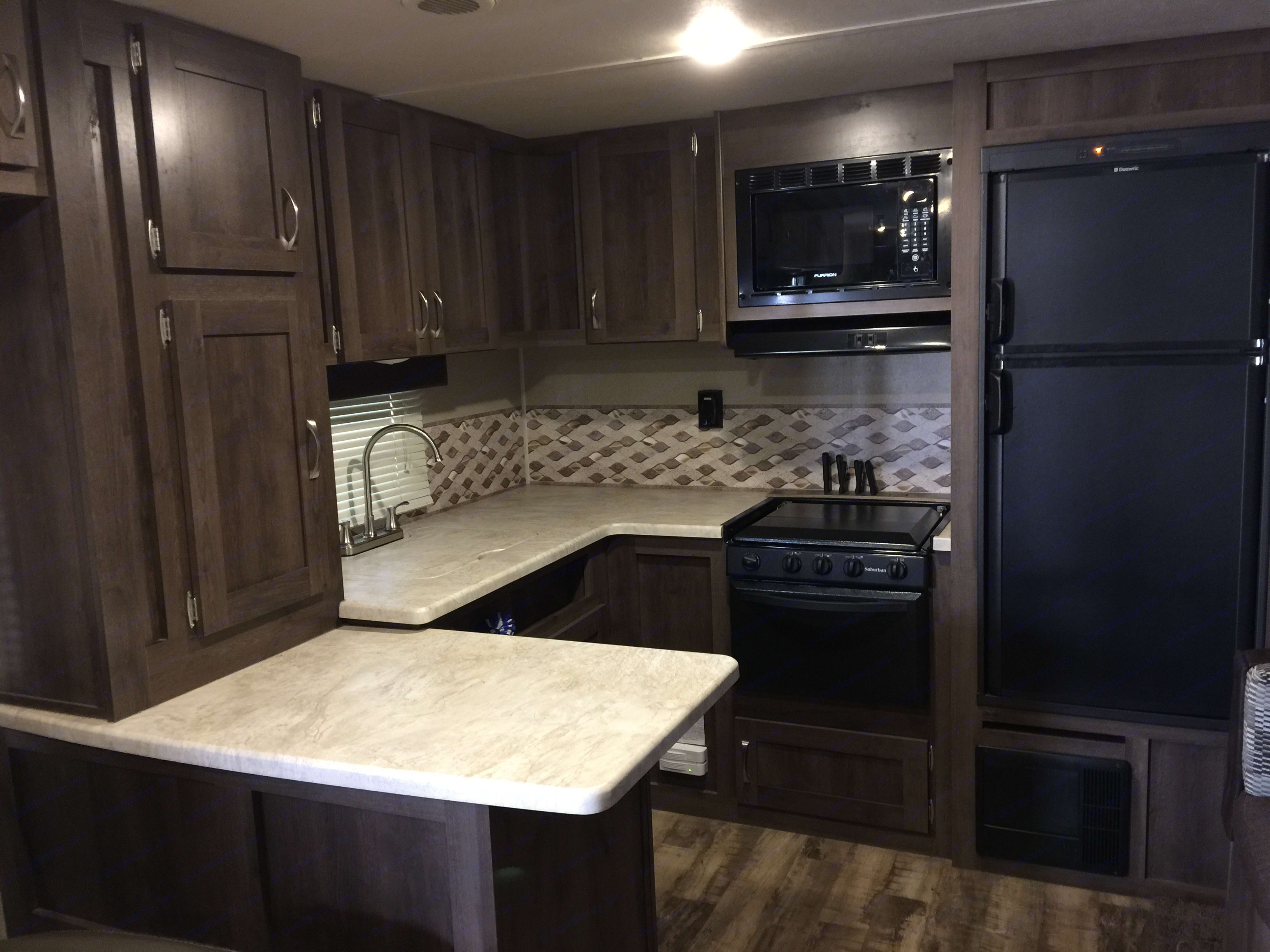 Spacious Kitchen with ample counter space. Palomino Puma 2016