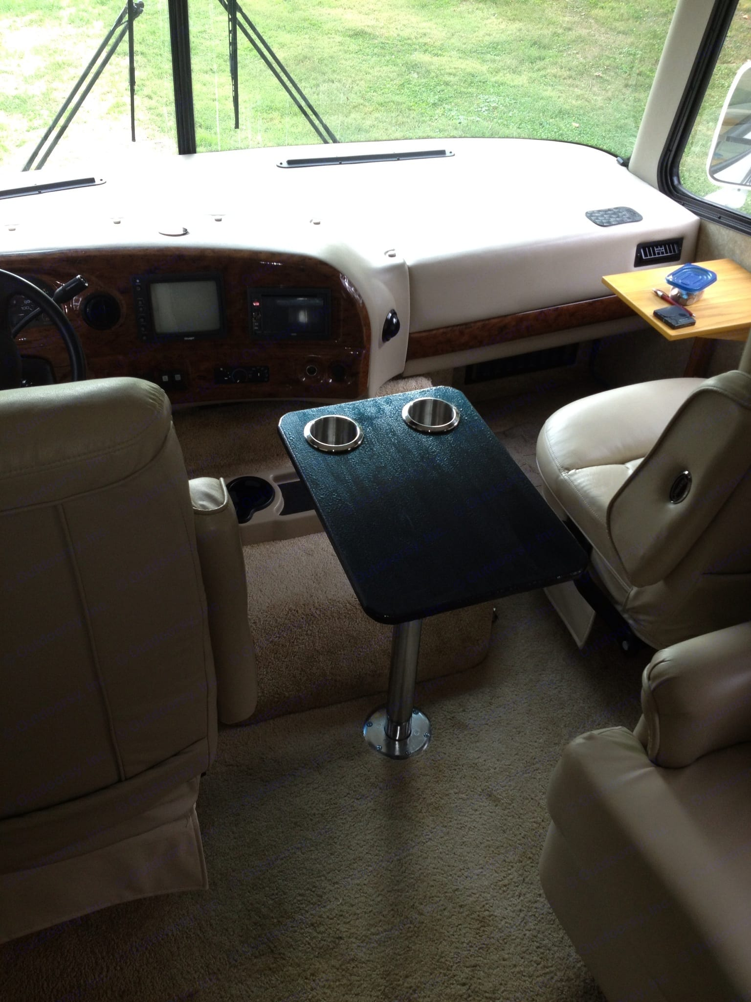 table with adjustable leg between the captain's chairs. Thor Motor Coach Hurricane 2006