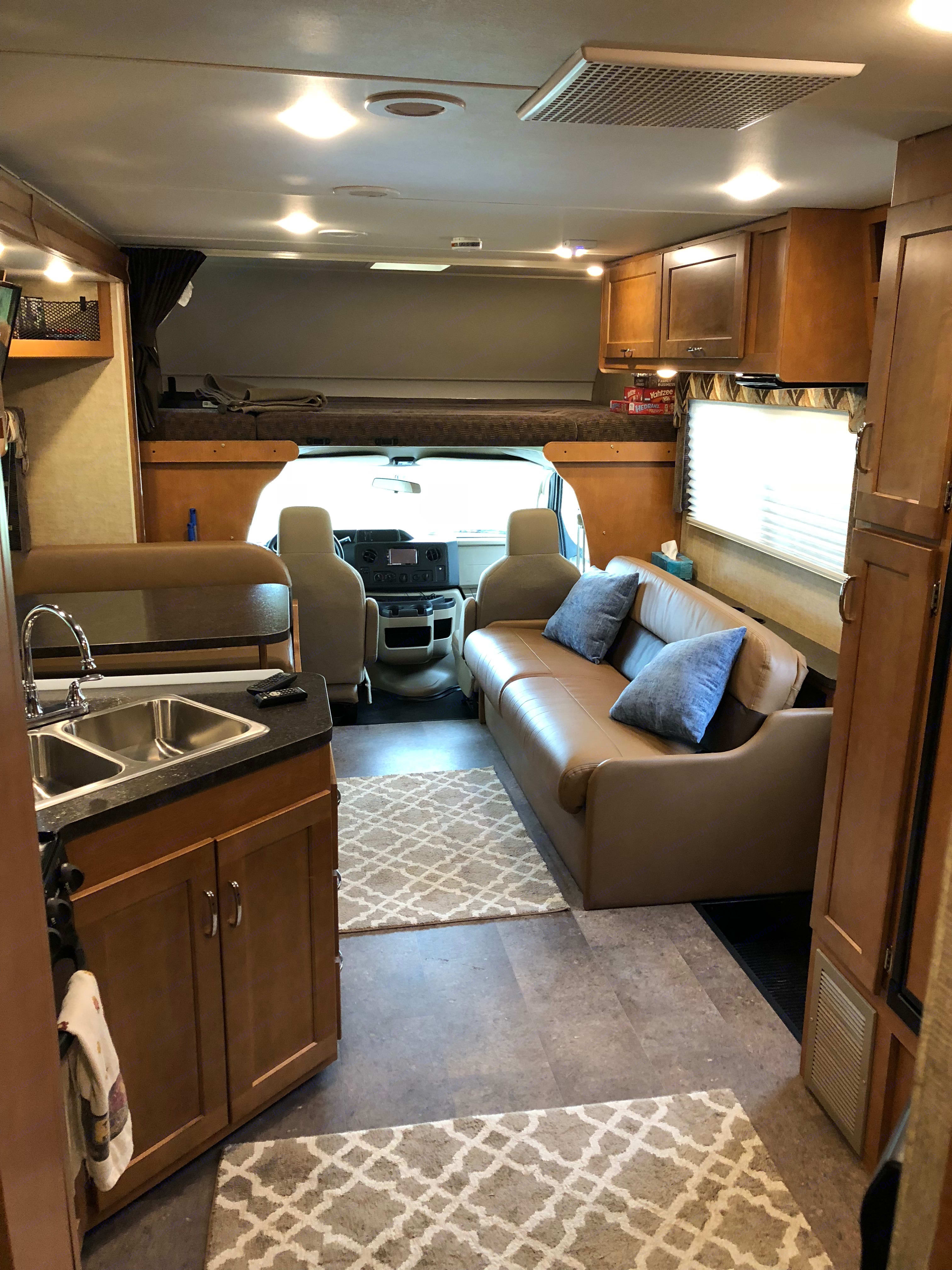 This class C RV offers seating that is functional for a group. The indoor seating is together rather than separate from each other. . Winnebago Minnie-Winnie 2018