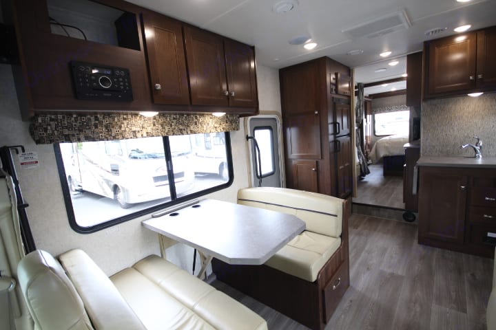 Forest River Sunseeker 3250 LE 2018