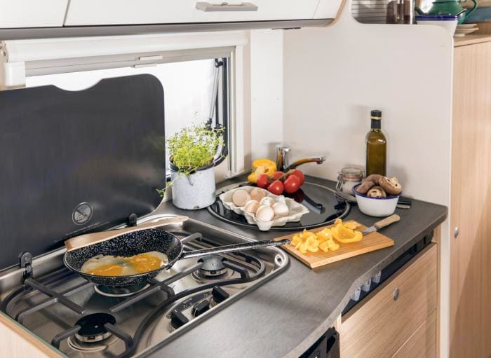 Kitchen with 3 gas hob, cooker & refrigerator . Sunlight T58 2018