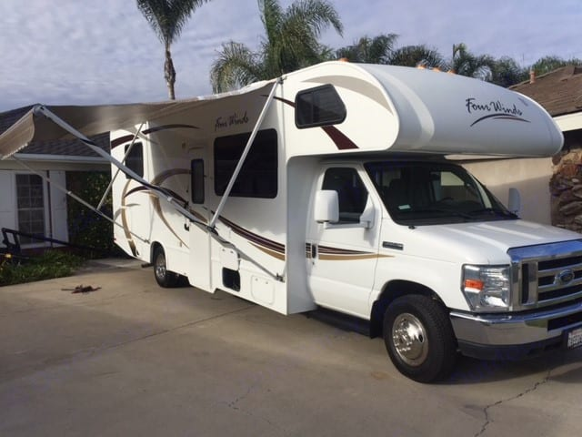 14' awning. Thor Motor Coach Four Winds 2013