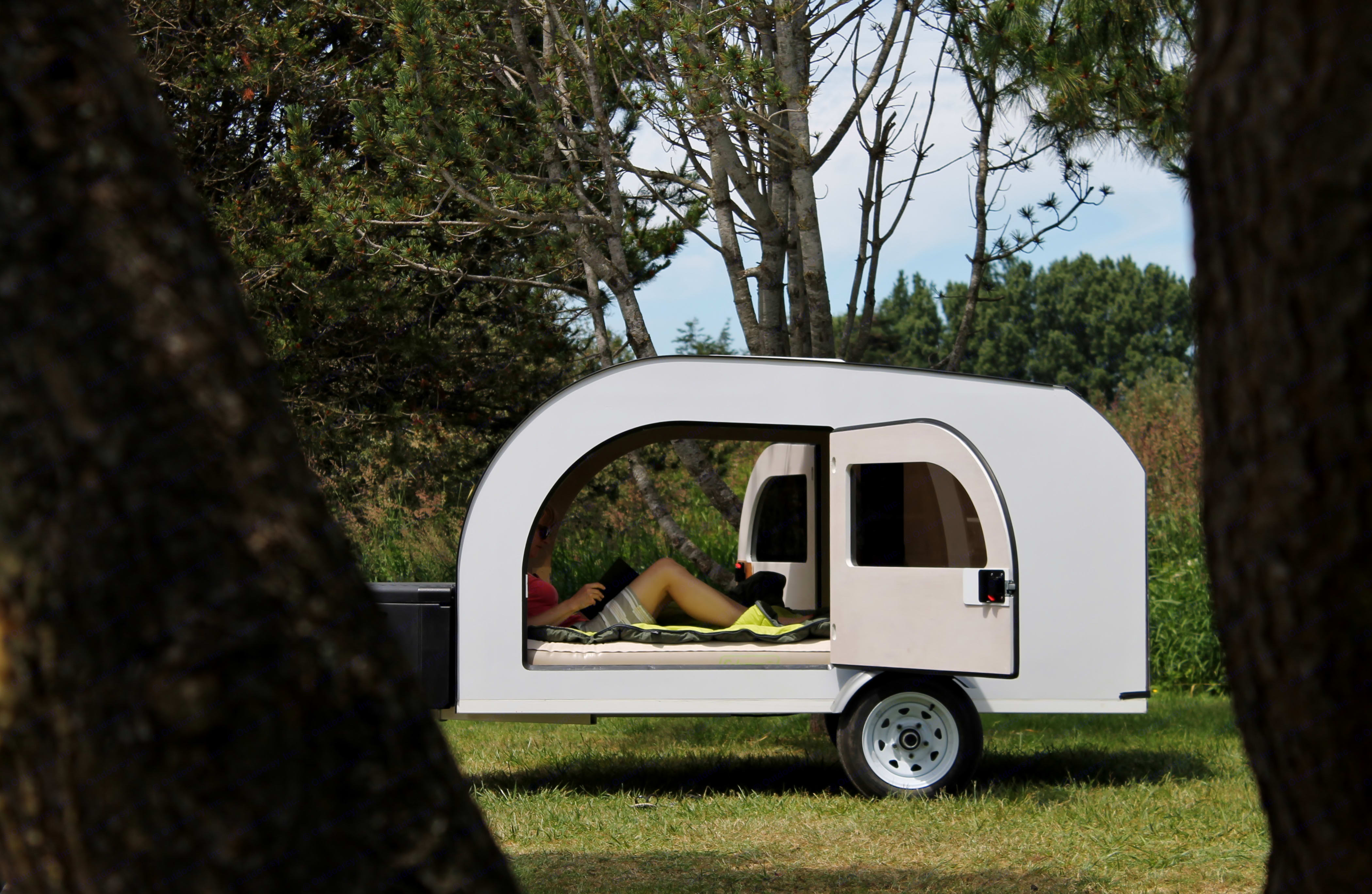 Spacious, bright interior. Queen size mattress and full kitchen access from the trunk. Check specs on droplet-trailer.com. DROPLET 58 2017