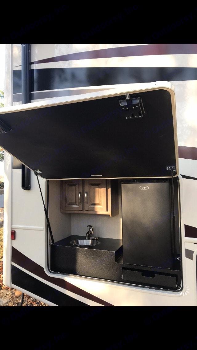 outdoor kitchen . Jayco Precept 2019