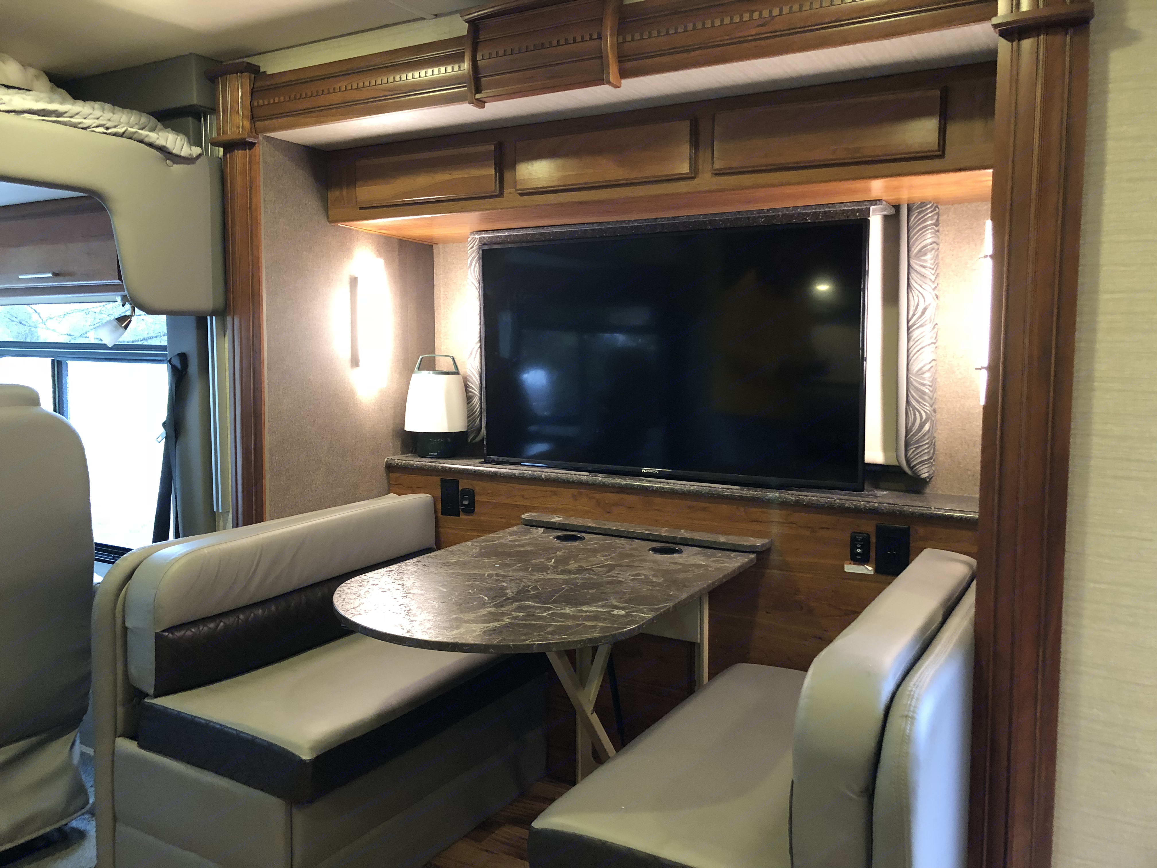 Dinette makes a bed. Jayco Precept 2017