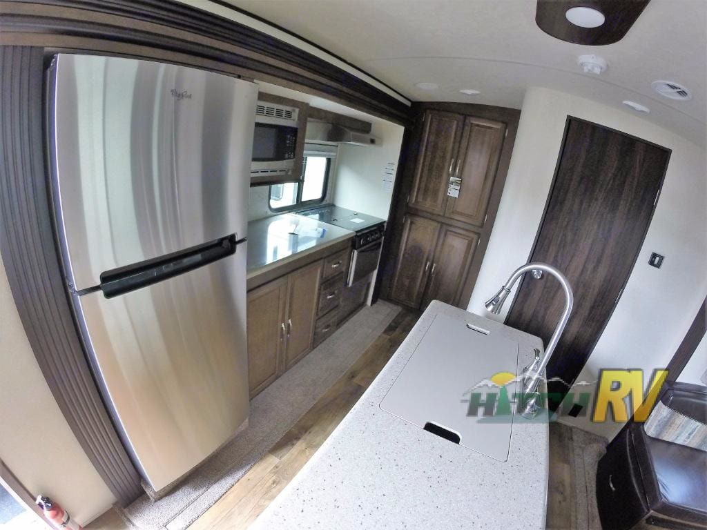 Yes, this is a camper kitchen! 😍 . Forest River Heritage Glen 2018