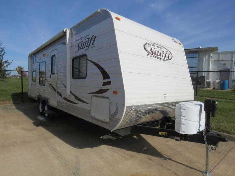Lots of outside storage for lawn chairs and comes with outside folding table, clothes line, clothes pegs, safety kit, BBQ utensils, garbage rack, flash light, broom & dust pan and outside mat.. Jayco Jayflight Swift264BH 2014