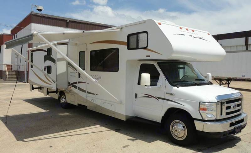 2 slide outs & an awning . Winnebago Access 2008