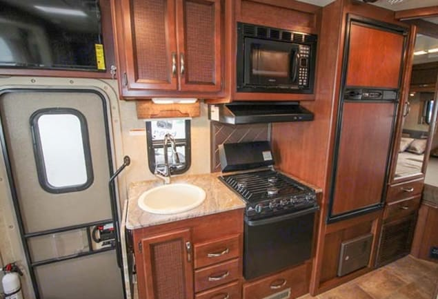 three burner stove, convection oven/microwave, refrigerator freezer  . Thor Motor Coach Axis 2016