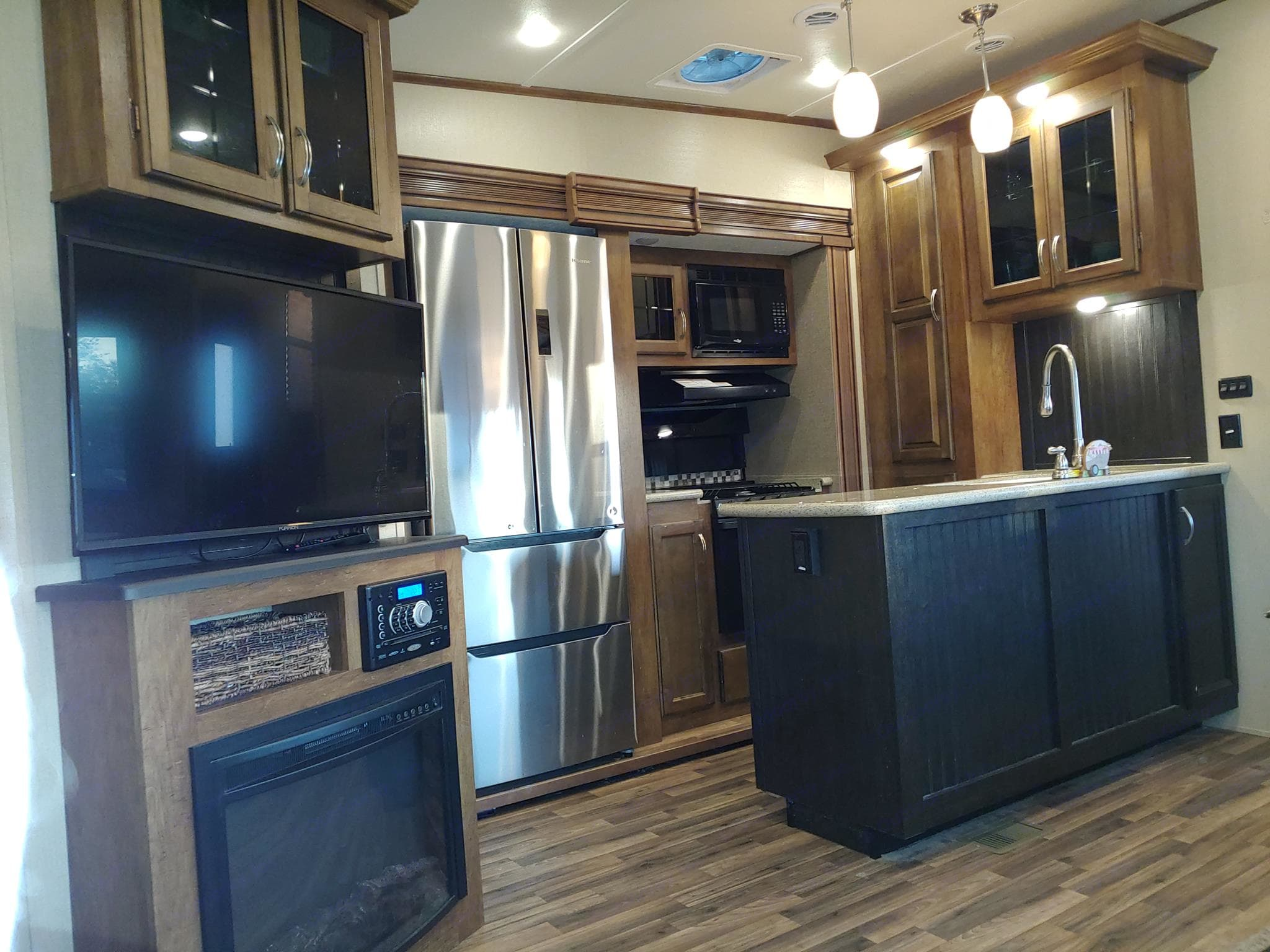 Beautiful kitchen with residential size fridge/freezer, gas stove & cooktop, microwave, double sink, vent/fan, double sink. Coachmen Chaparral 2017