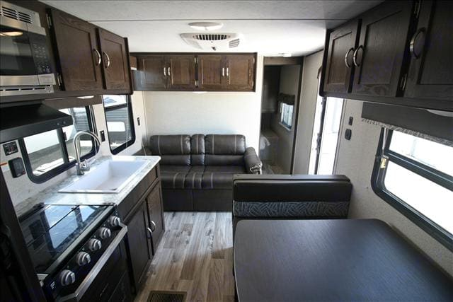 The bedroom in the back has a door that shuts it off from the rest of the trailer. The bed in it is Queen size. The AC is in the ceiling and the heat is central heat. . Keystone Springdale 2018