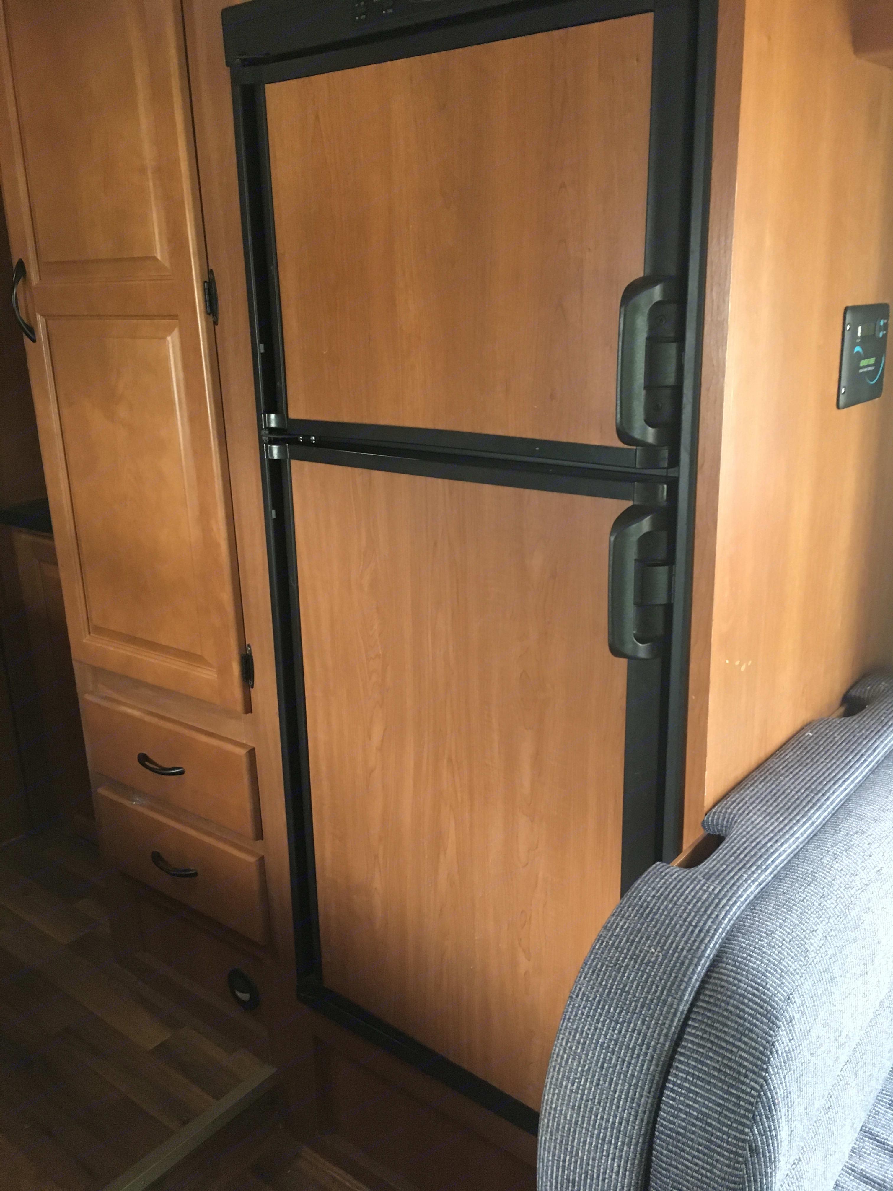 3/4 size refrigerator. . Thor Motor Coach Four Winds Majestic 2012