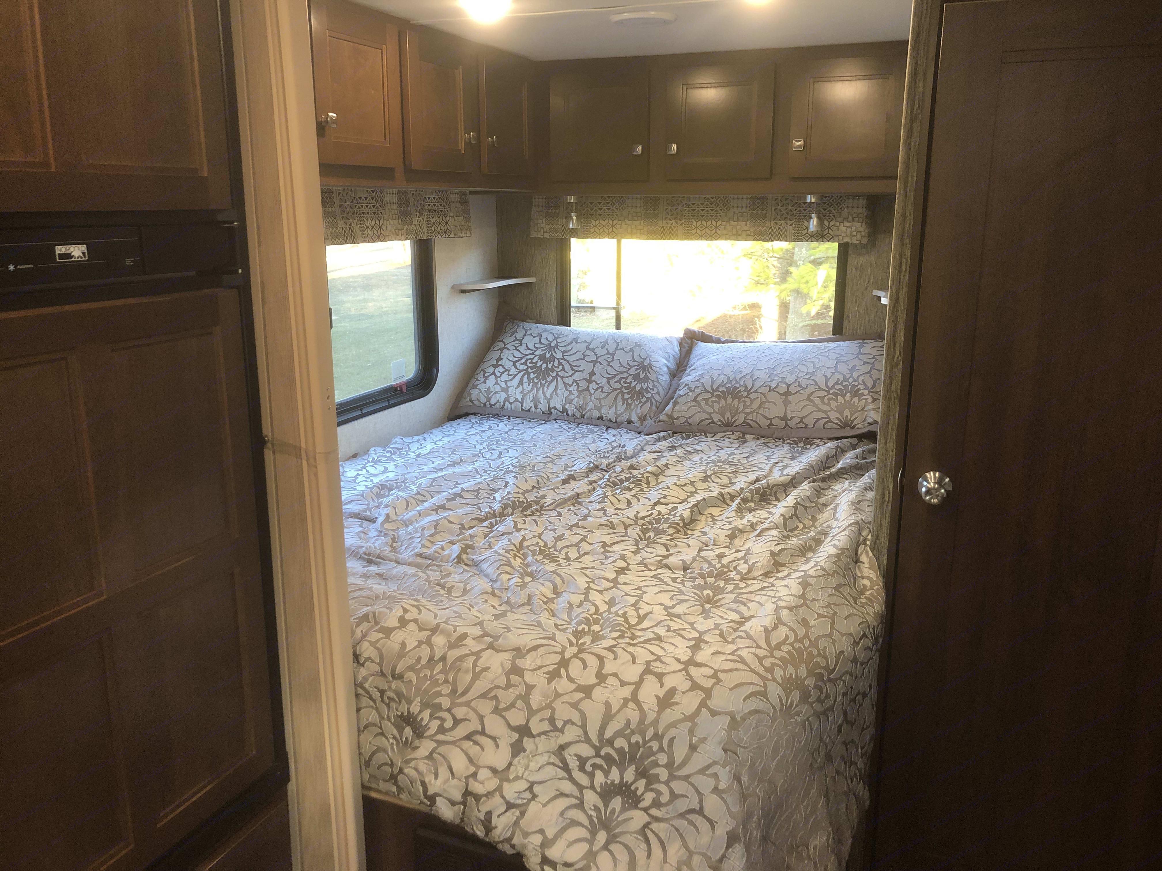 Master bedroom (with sliding divider). Forest River Sunseeker 2290SF 2018