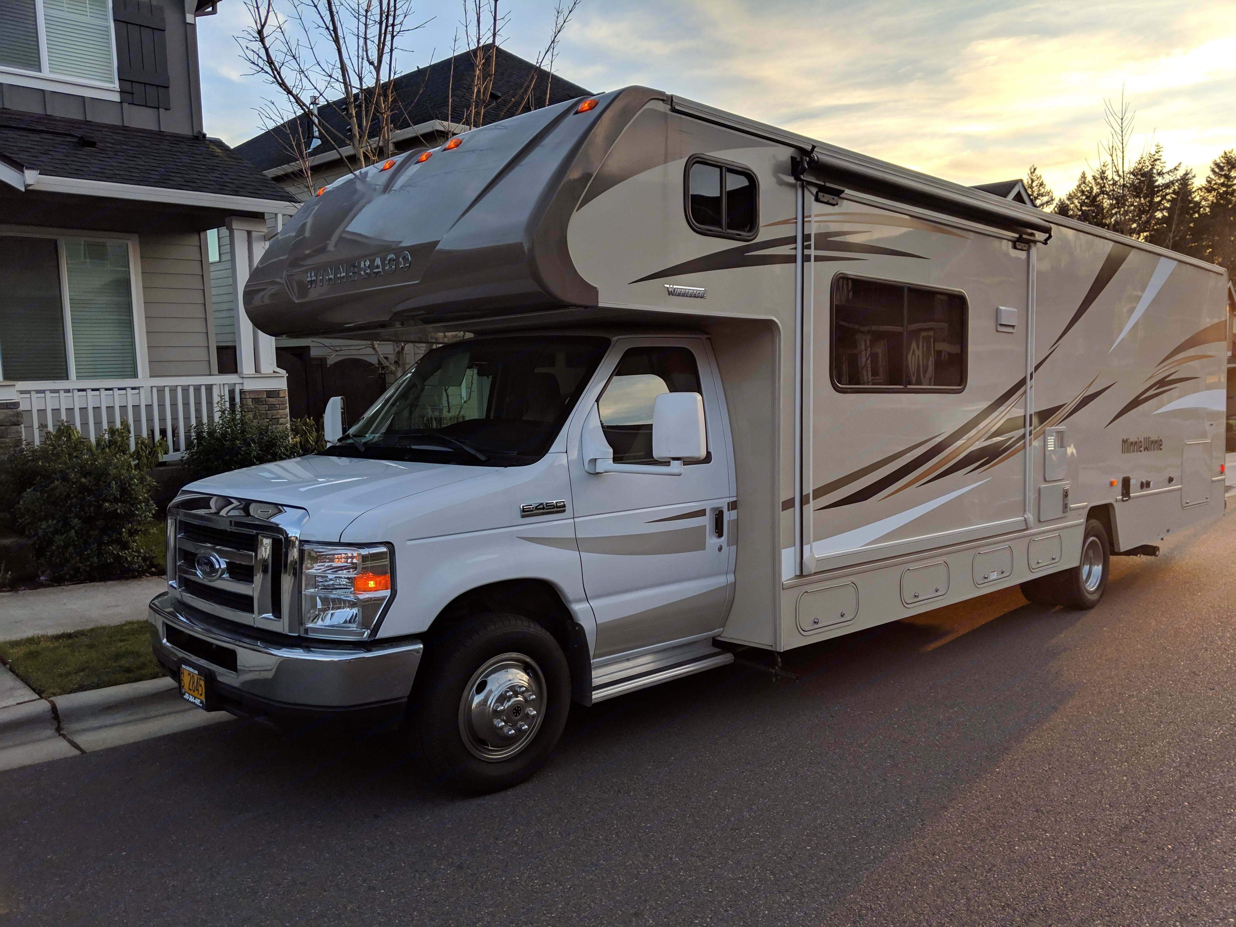driver's side exterior, pull-out not extended . Winnebago Minnie Winnie 2017