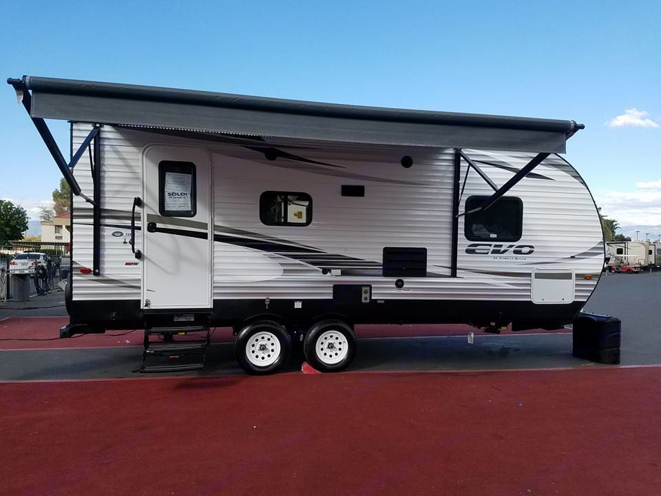 remote operated electric awning, electric stabilizing jacks, led lighting strip, outside stereo speakers, outside storage compartment , outside shower, electric hitch jack.. Forest River Evo 2018