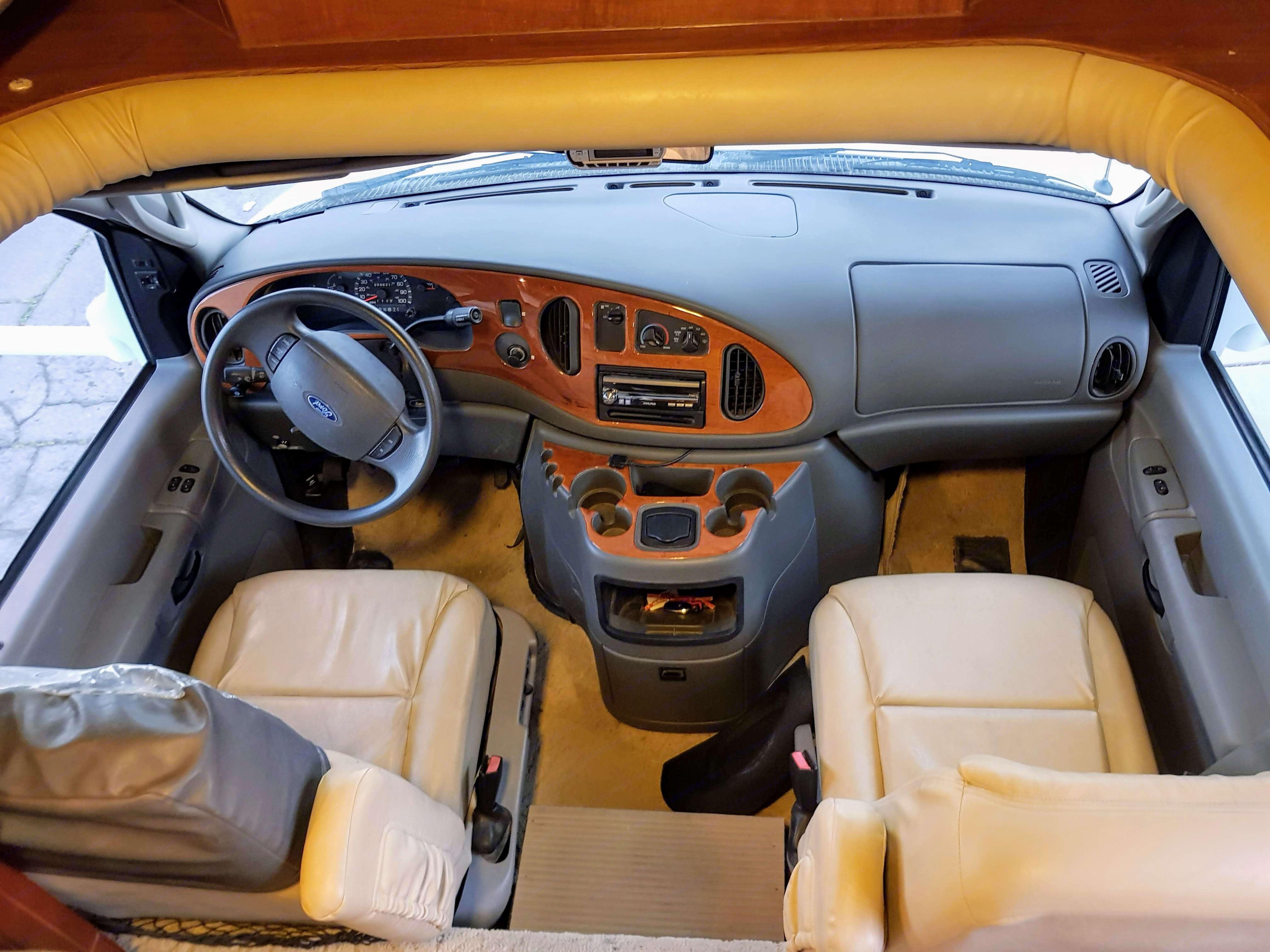 Cockpit with leather, backup cam and Alpine stereo. Jayco Granite Ridge 2004