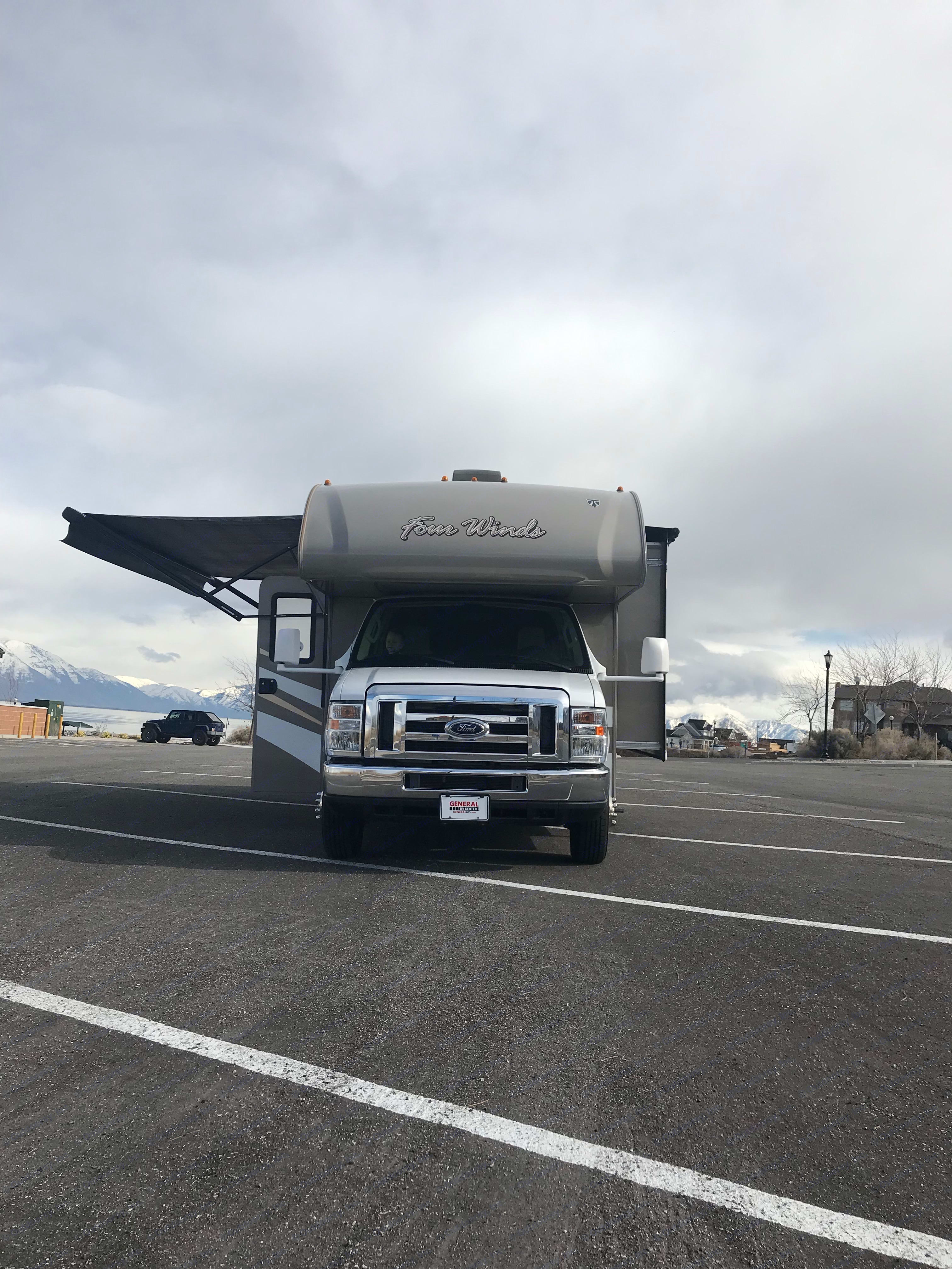 Thor Motor Coach Four Winds 2016