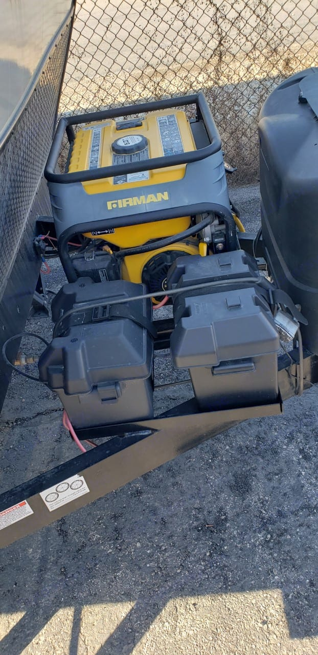 Dual generator batteries/propane. Pacific Coachworks Powerlite 2018