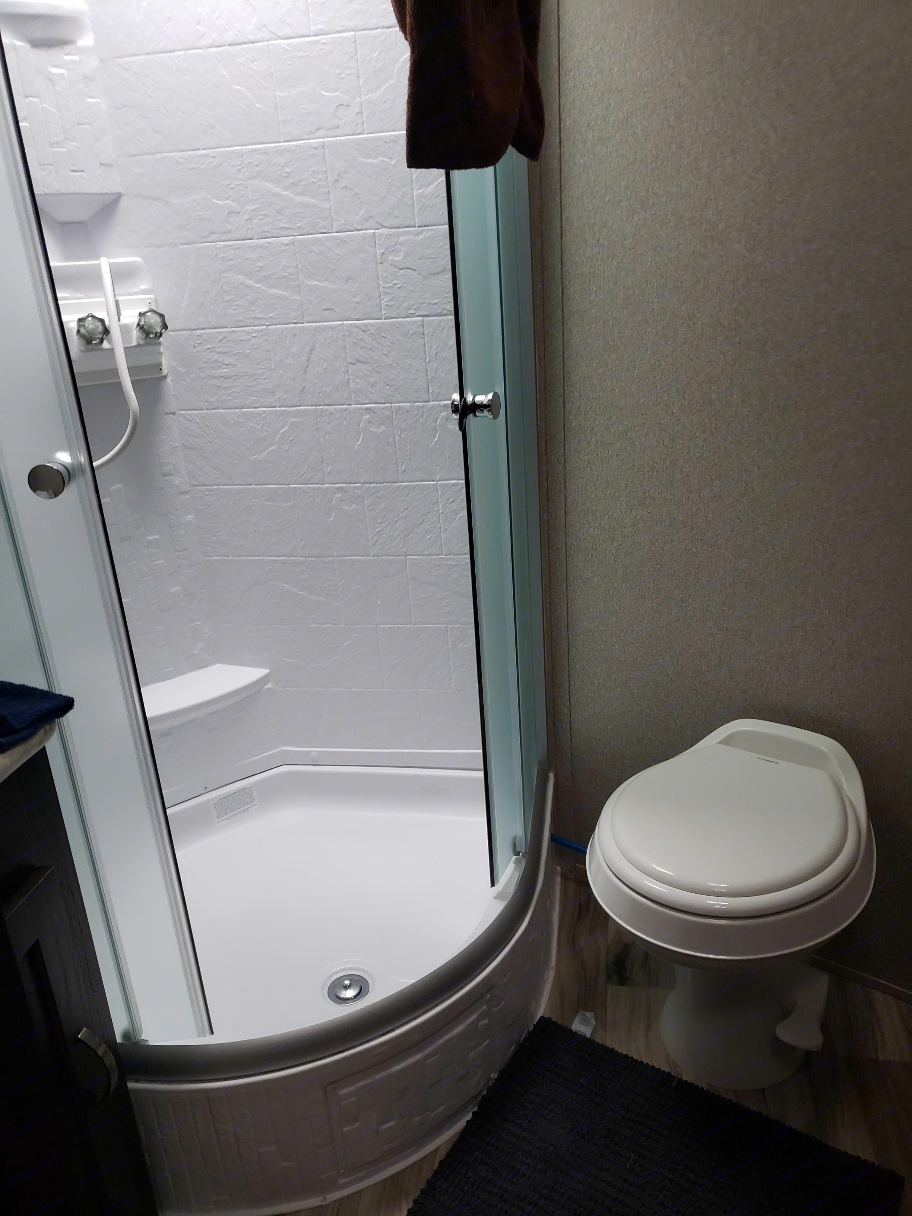 Bathroom with Shower . Keystone Springdale 2018