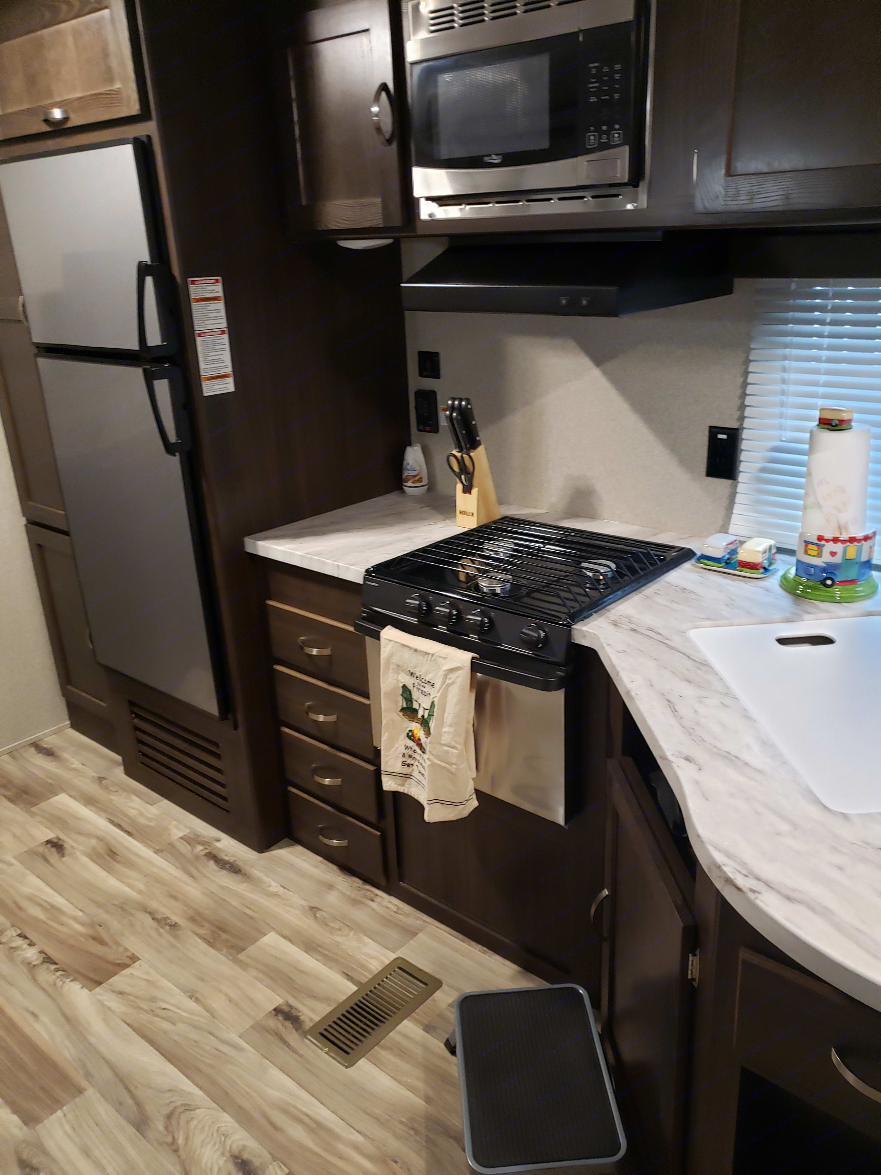 Kitchen area. Keystone Springdale 2018
