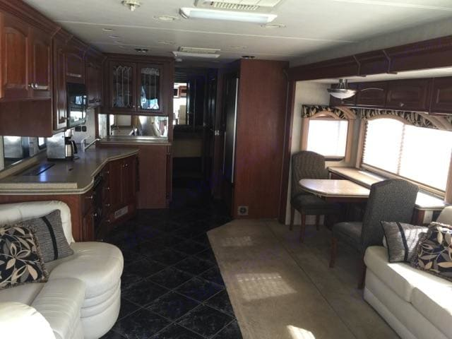 large kitchen with corian counter tops. Mandalay Coach 40b 2007